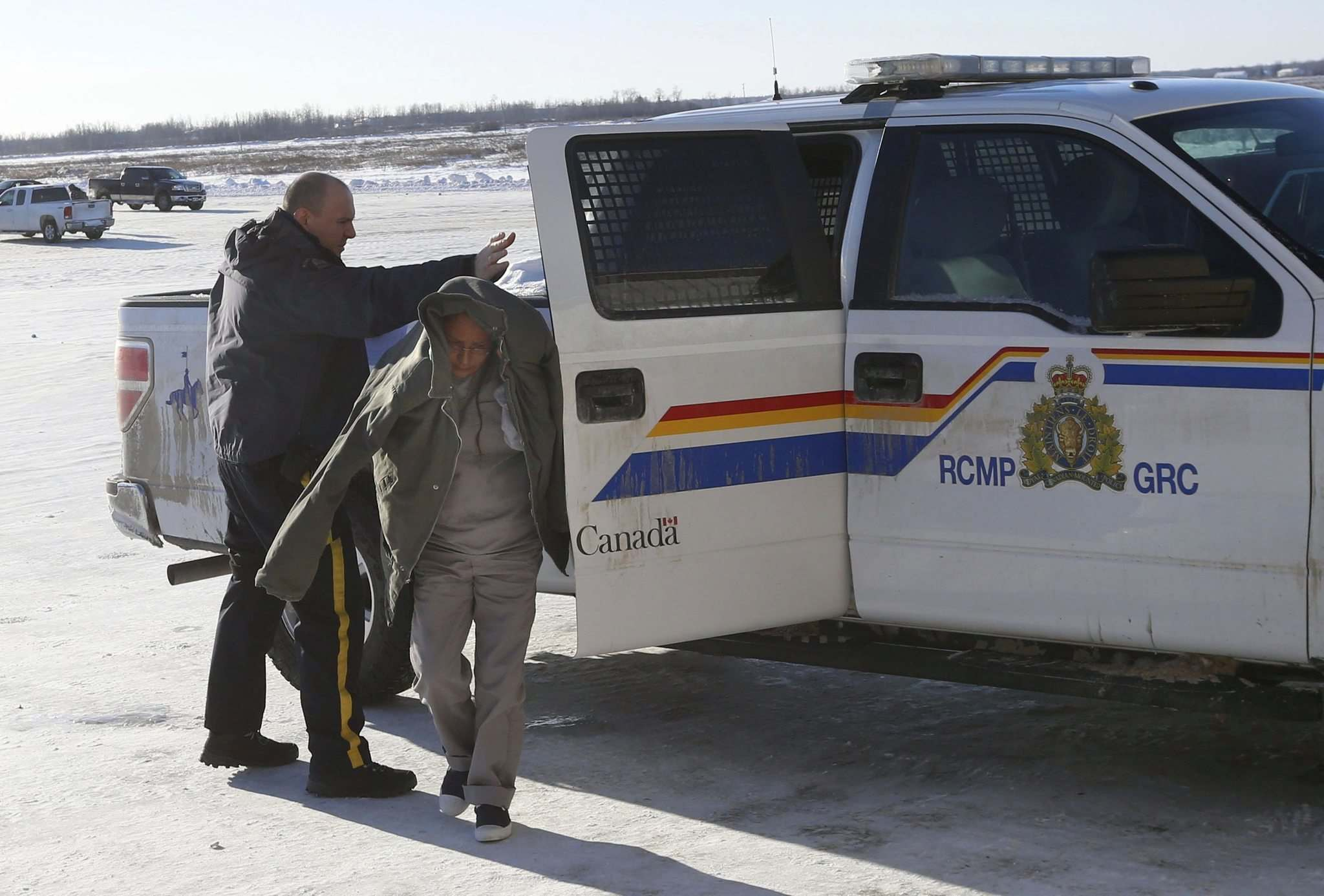 WAYNE GLOWACKI / WINNIPEG FREE PRESS</p><p>A Mountie escorts Vanessa Bushie into the community hall at Peguis First Nation for her preliminary hearing Monday. She is accused in the death of her young daughter, Kierra.</p>