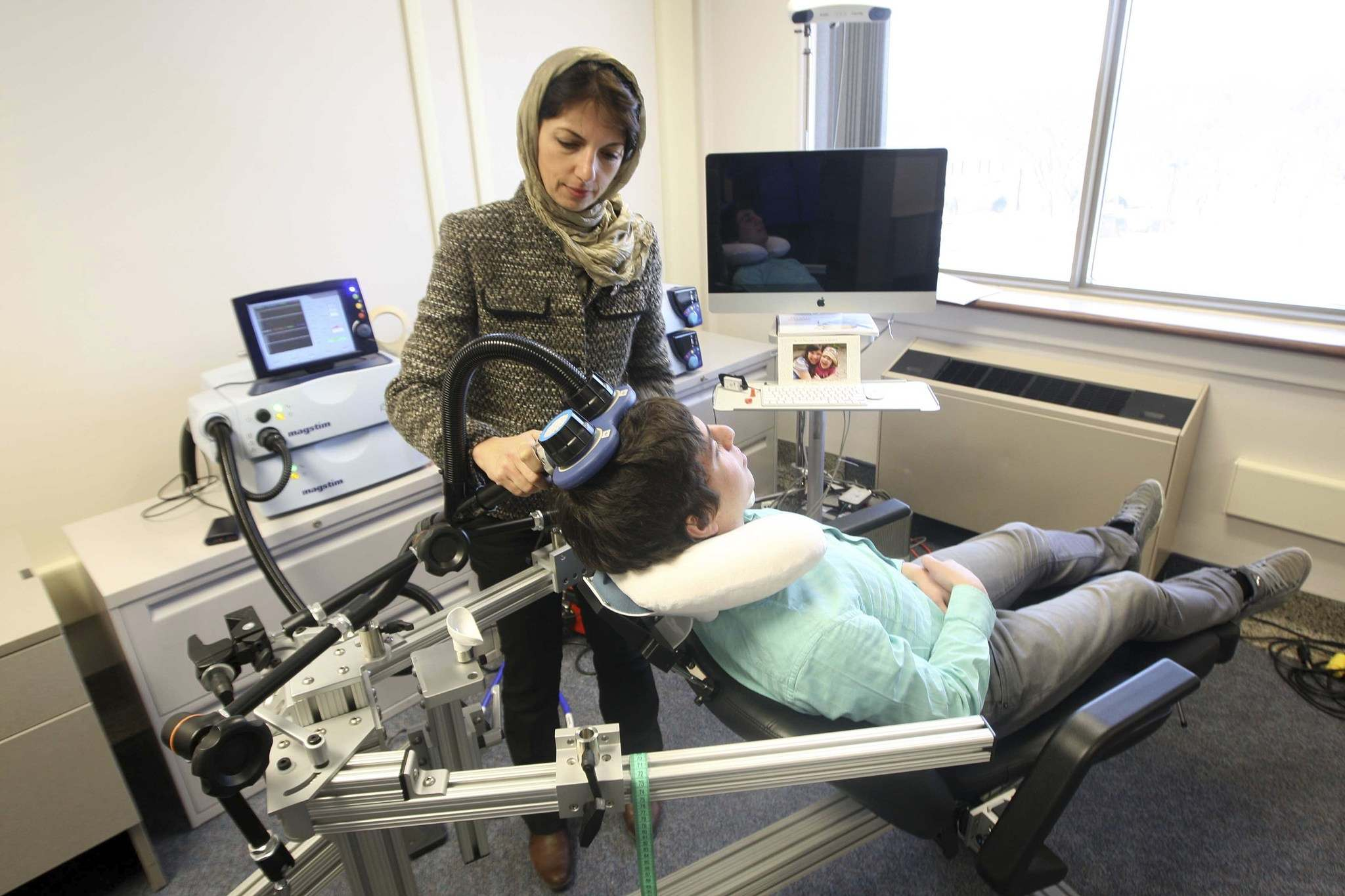 JOE BRYKSA / WINNIPEG FREE PRESS FILES</p><p>In this 2013 photo, Dr Zahra Moussavi shows Repetitive Transcranial Magnetic Stimulus machine used to help patients with early stages of Alzheimer&rsquo;s disease.</p>
