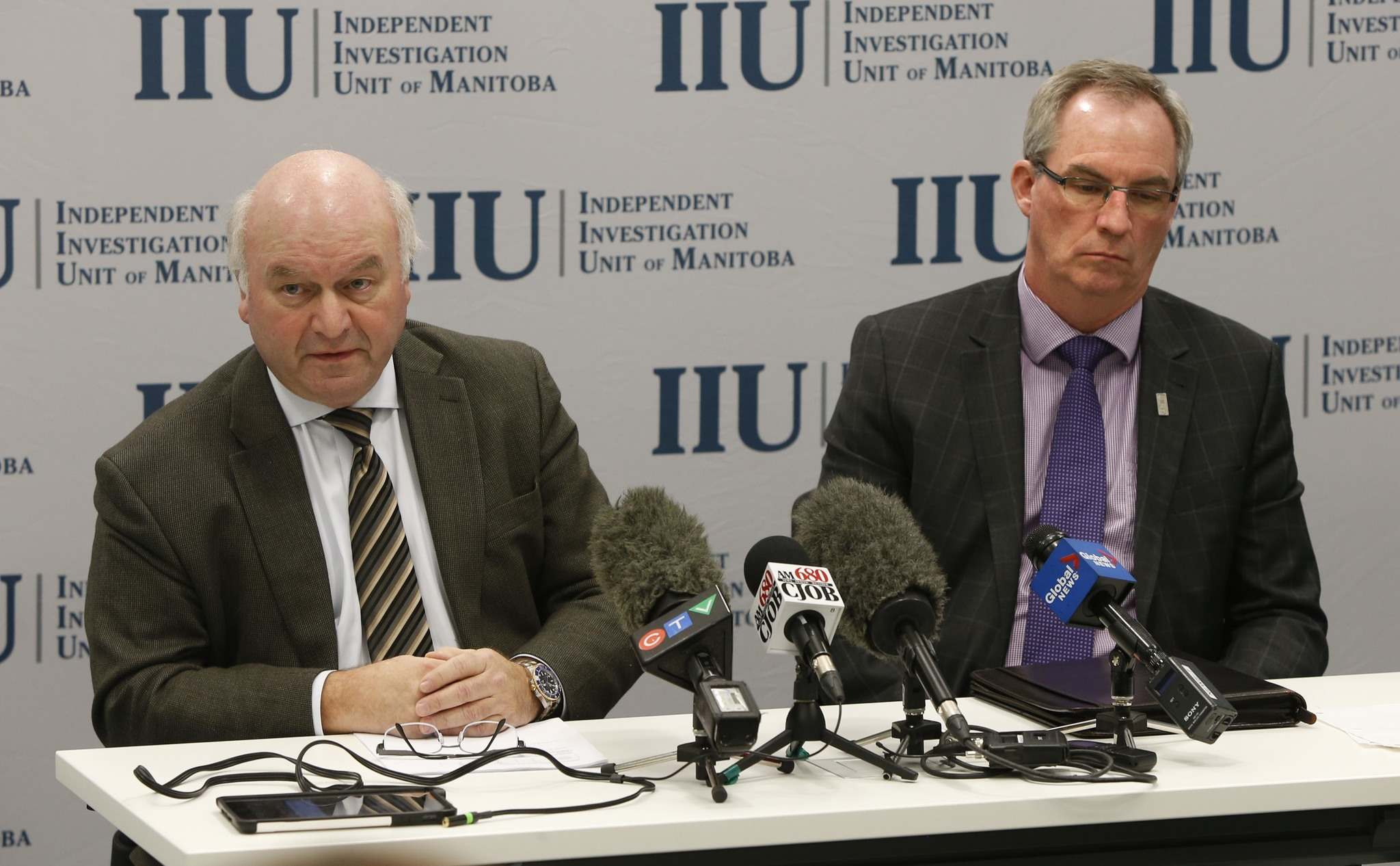 WAYNE GLOWACKI / WINNIPEG FREE PRESS</p><p>At left, Zane Tessler, civilian director of the Independent Investigation Unit of Manitoba with Ron MacDonald at a news conference Thursday regarding the officer-involved shooting that occurred on Highway 59 in September 2015, resulting in the death of a 44-year-old man.</p>