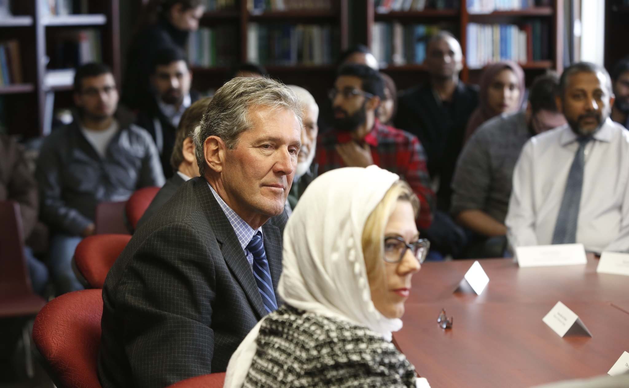 WAYNE GLOWACKI / WINNIPEG FREE PRESS</p><p>Premier Brian Pallister and Culture Minister Rochelle Squires at right in a meeting in the Winnipeg Grand Mosque Tuesday.</p>