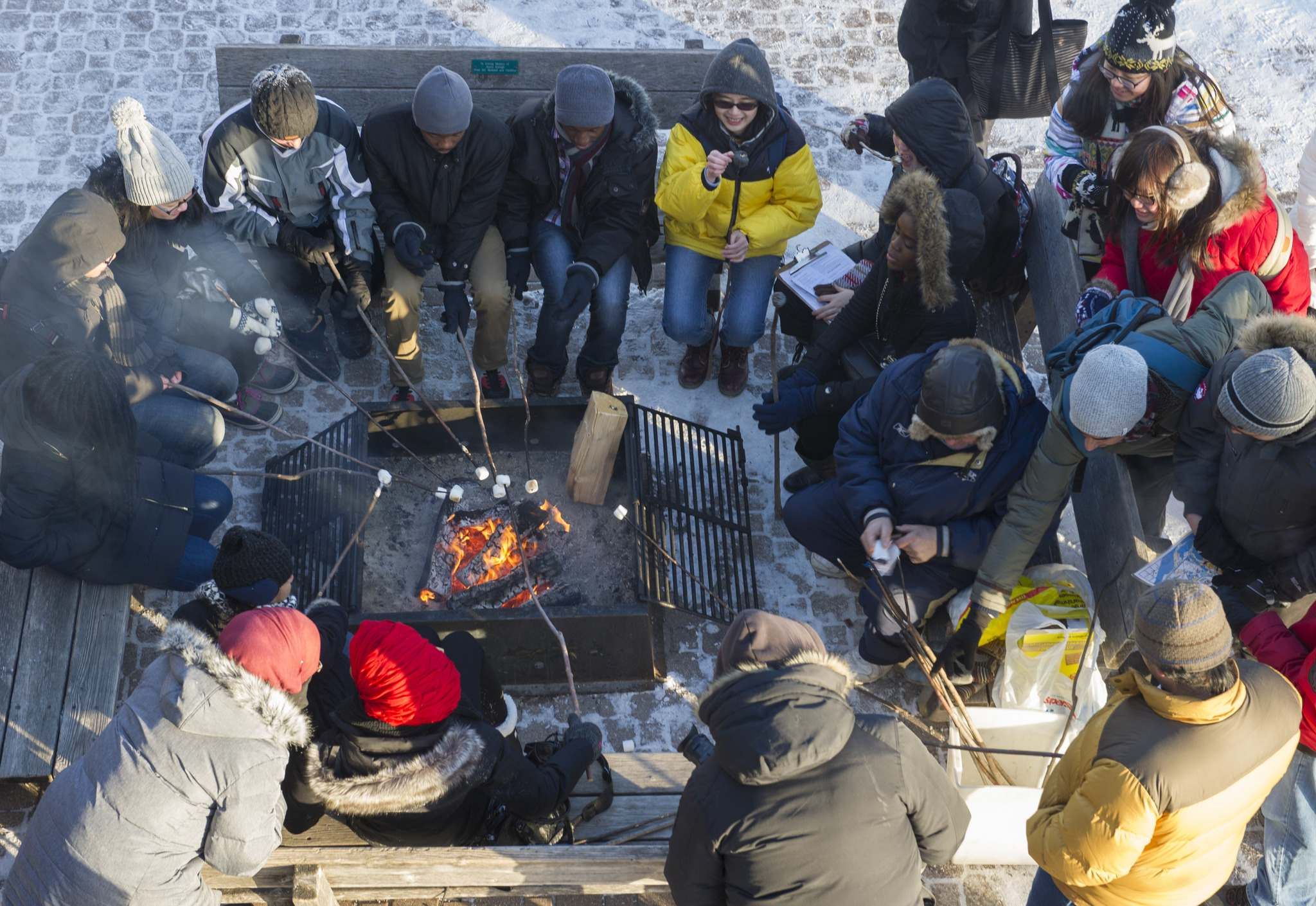 DAVID LIPNOWSKI / WINNIPEG FREE PRESS FILES</p><p>International students new to Winnipeg experience a prairie winter for the first time at Fort Whyte Alive by participating in a digital scavenger hunt.</p>