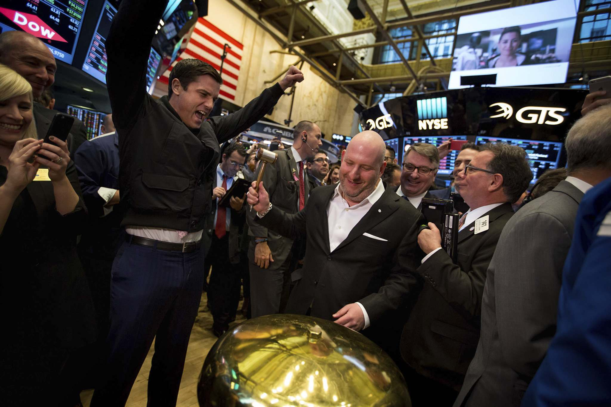 Michael Nagle / Bloomberg</p><p>Dani Reiss (centre), chief executive officer and president of Canada Goose Holdings, rings a ceremonial bell as Tom Farley, president of the NYSE Group, left, cheers on the floor of the New York Stock Exchange during the company&rsquo;s initial public offering in New York on March 16, 2017.</p>
