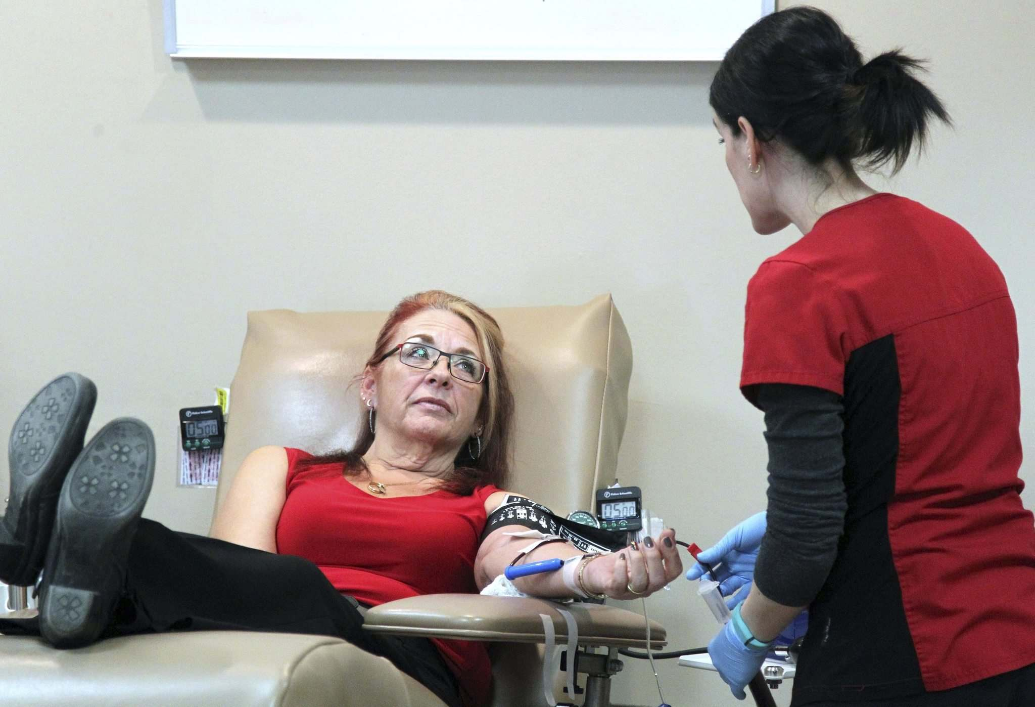 Colin Corneau / Brandon Sun</p><p>Manitoba Government Employees Union president Michelle Gawronsky donates blood at the Brandon clinic of Canadian Blood Services on Wednesday afternoon and speaks about the importance of stopping the clinic&rsquo;s closure.</p>