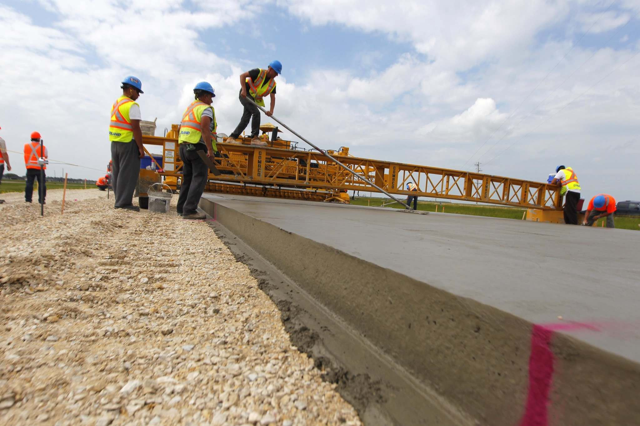 BORIS MINKEVICH / WINNIPEG FREE PRESS FILES</p><p>Cement being poured on Highway 75 south of Winnipeg in 2014. Numerous studies have found investing in infrastructure pays dividends.</p>