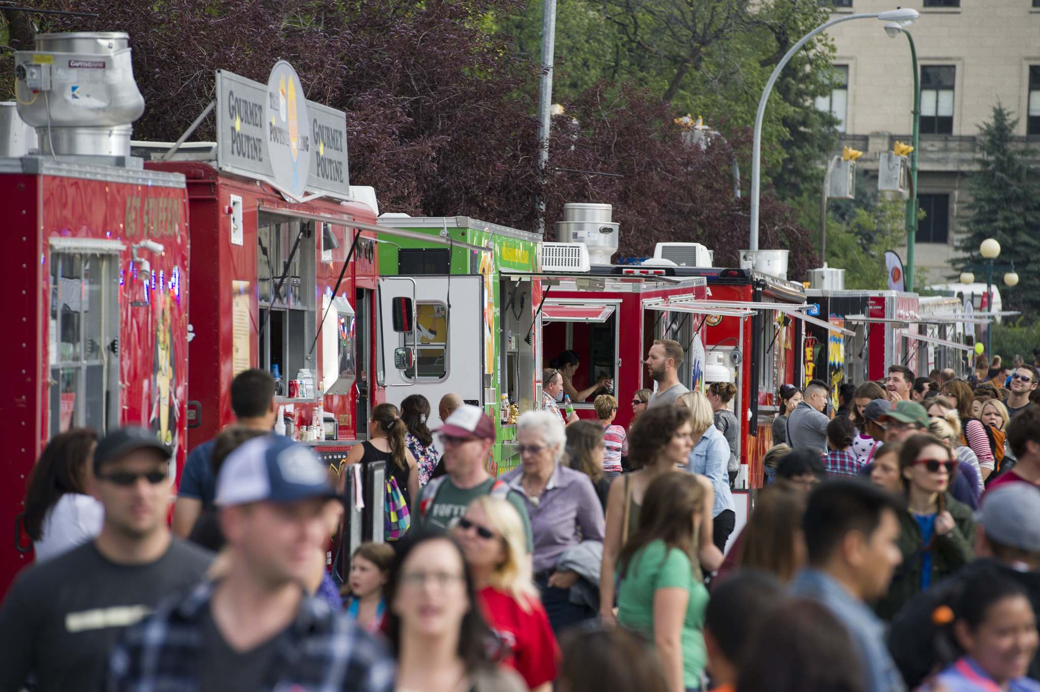 DAVID LIPNOWSKI / WINNIPEG FREE PRESS FILES</p><p>Food trucks will be subject to expanded fire inspections and fees.</p>