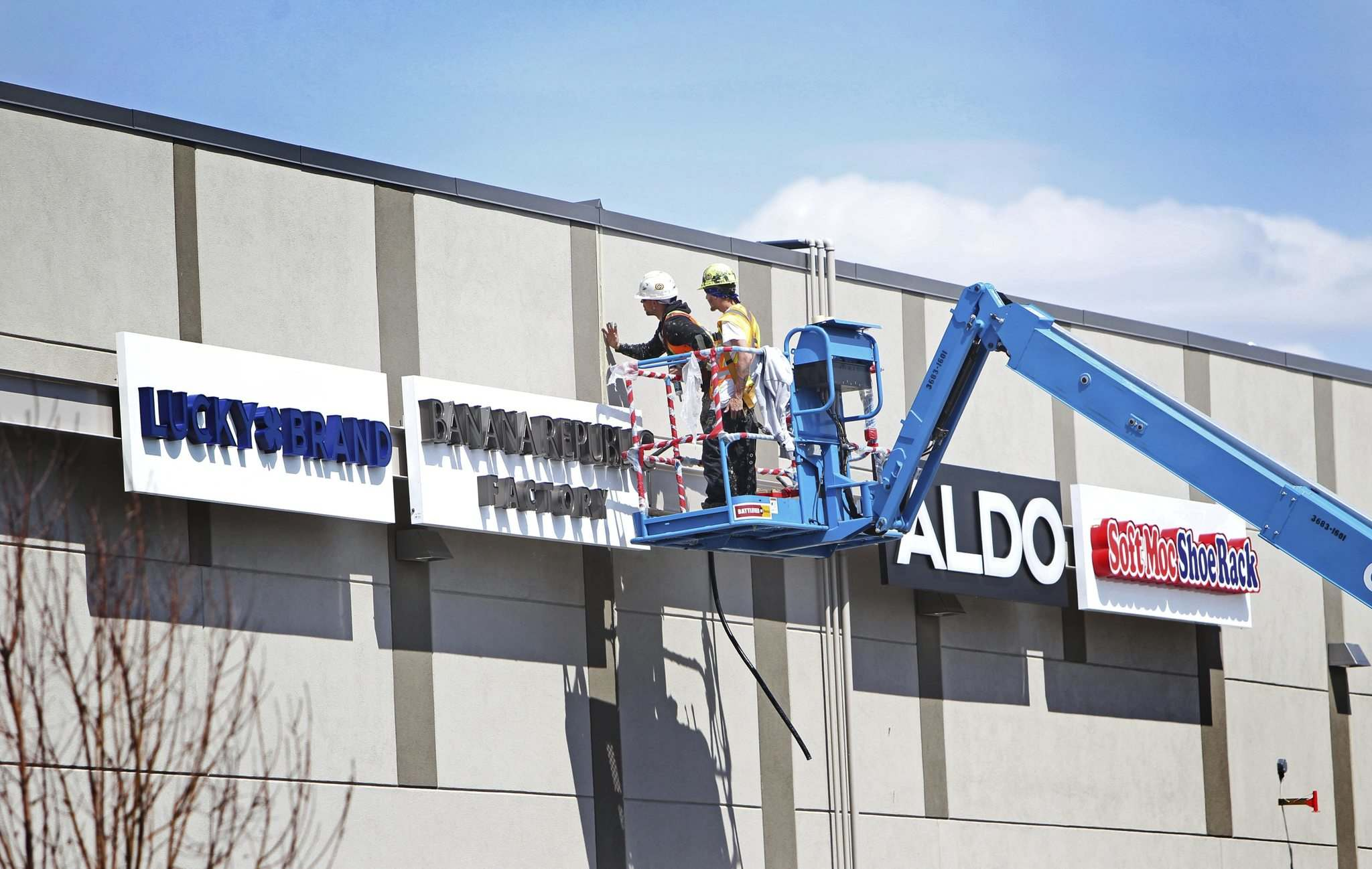 <p>Workers put the final touches on the outside of the new outlet mall on Tuesday.</p></p>