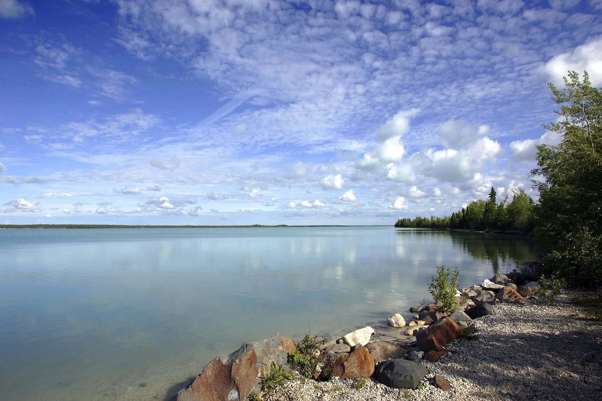 Little Limestone Lake, the lake that changes colour. (Jeff de Booy / Winnipeg Free Press files)