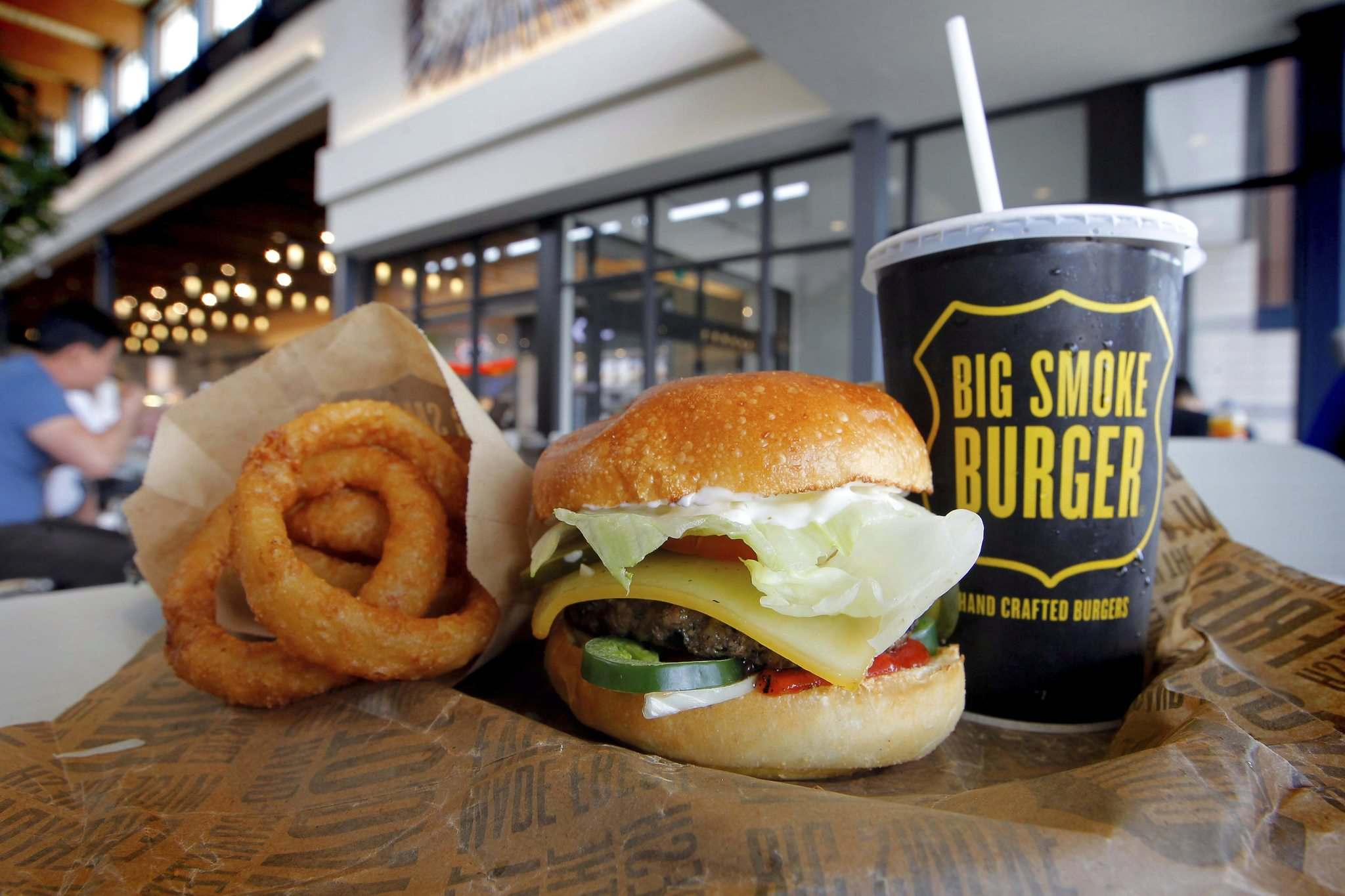 BORIS MINKEVICH / WINNIPEG FREE PRESS</p><p>A Big Smoke cheese burger and onion rings.</p>