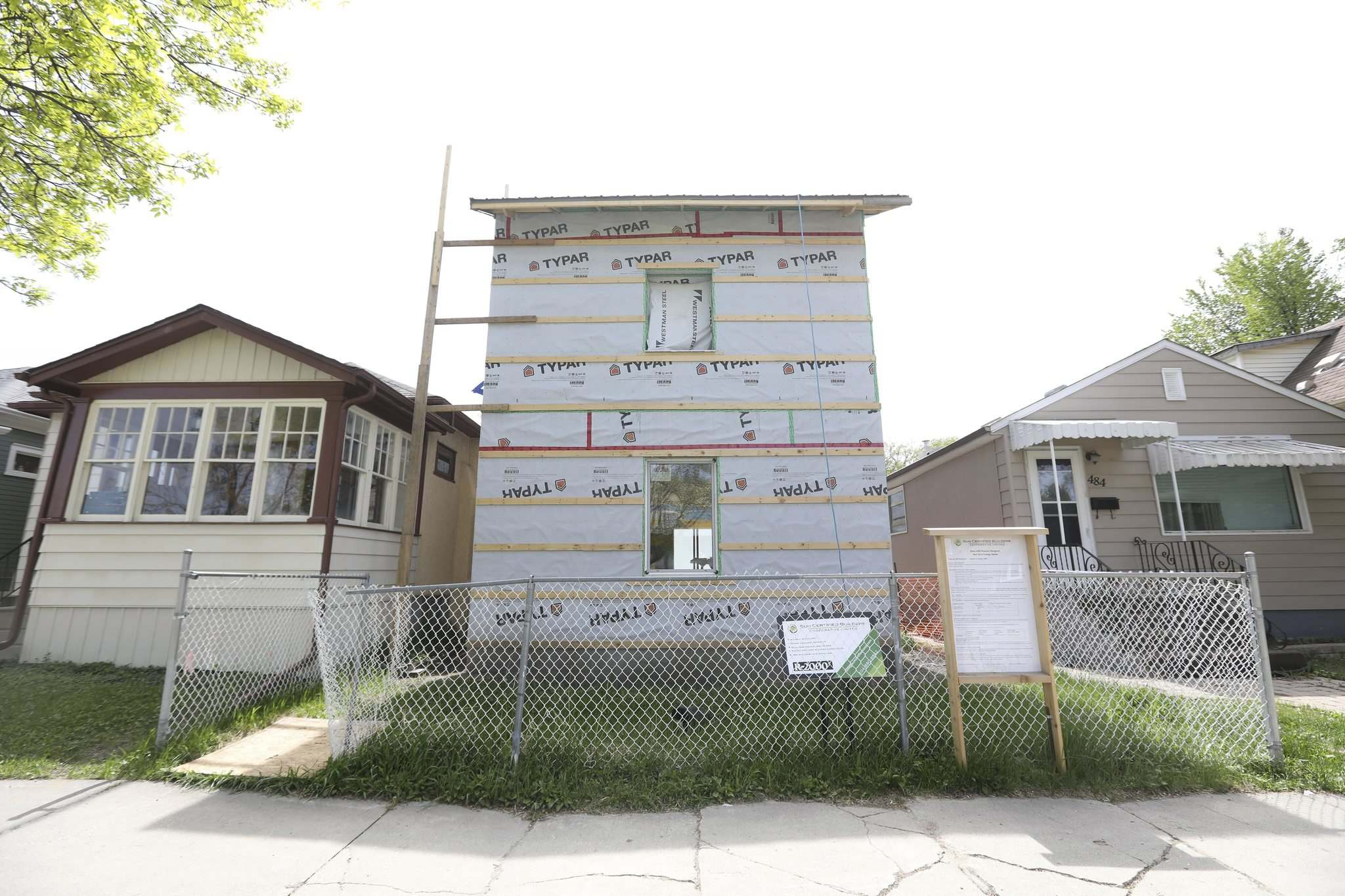 RUTH BONNEVILLE / WINNIPEG FREE PRESS</p><p>The Sun Certified Builders Co-operative home at 482 Kylemore Ave. currently under construction. The home is built to nearly passive-house standards aiming to produce the most well-insulated houses on the market.</p>
