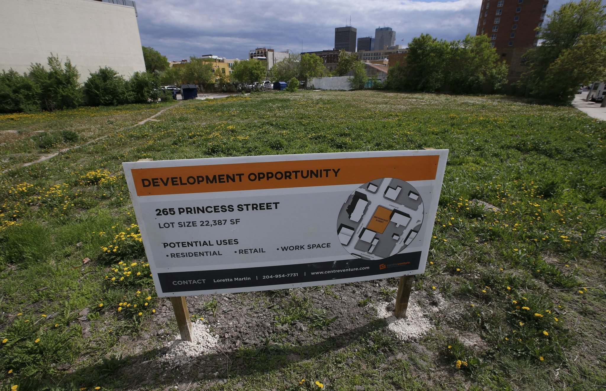 WAYNE GLOWACKI / WINNIPEG FREE PRESS</p><p>CentreVenture is taking another run at trying to find a buyer for 265 Princess St., which can be developed quickly because it's vacant.</p>