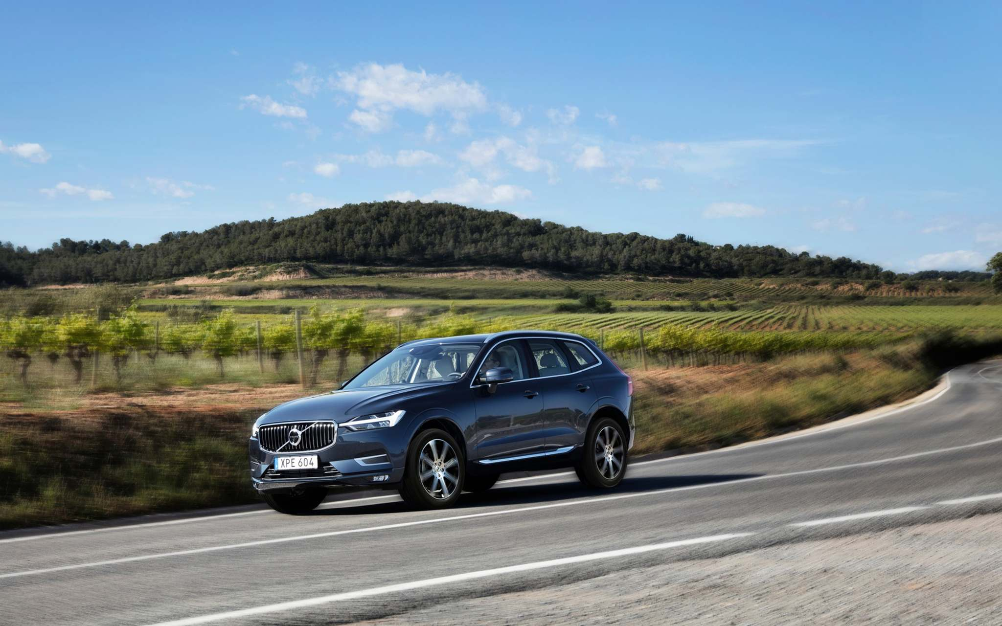 VOLVOThe new XC60 is 44 milimetres long, 11 mm wider and 55 mm lower than the previous version. It borrows heavily off the design and look of the XC90.
