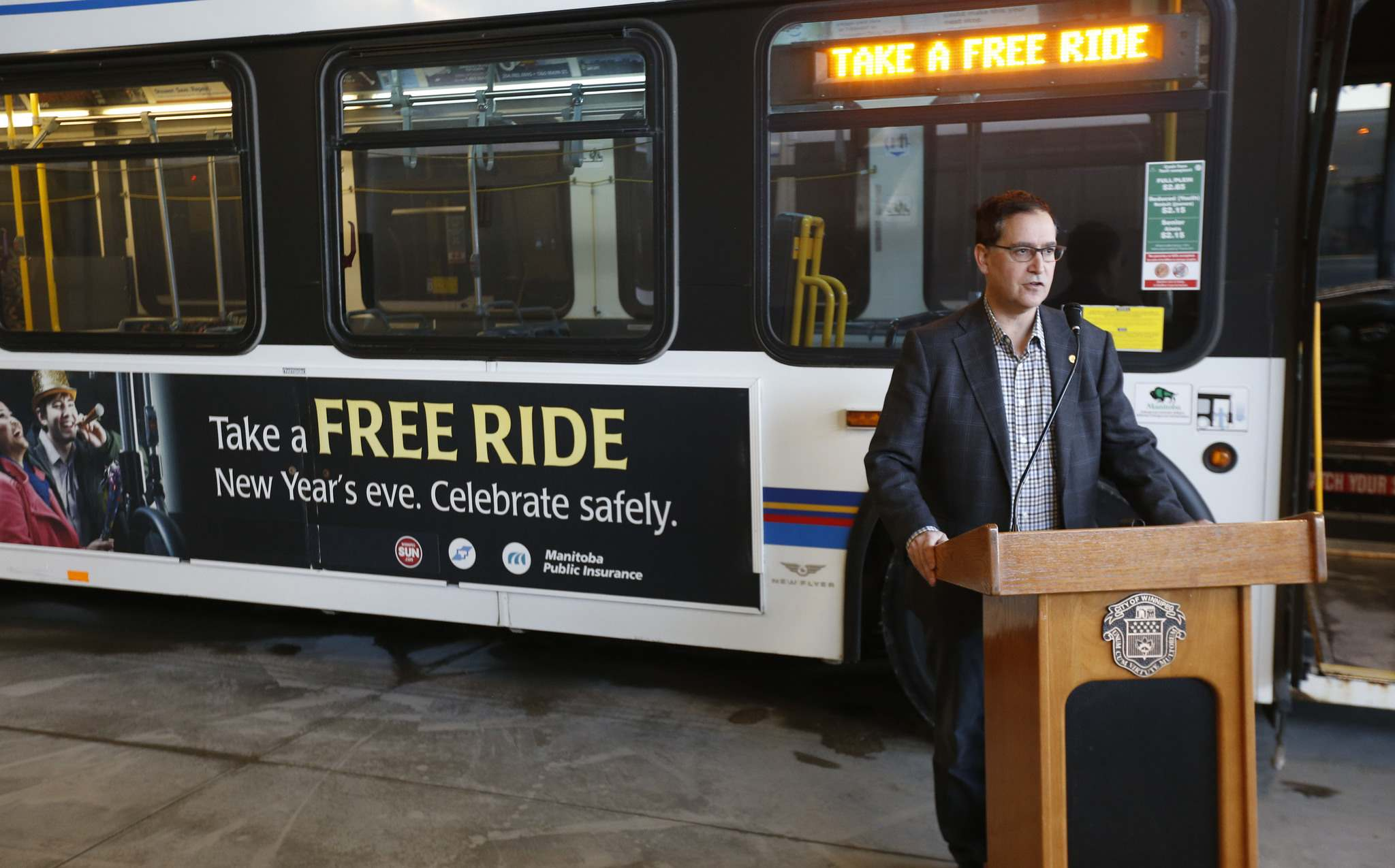 WAYNE GLOWACKI / WINNIPEG FREE PRESS FILES</p><p>City Councillor Marty Morantz at a Winnipeg Transit garage in 2016. Morantz is calling for Transit to increase service on routes with high ridership.</p>
