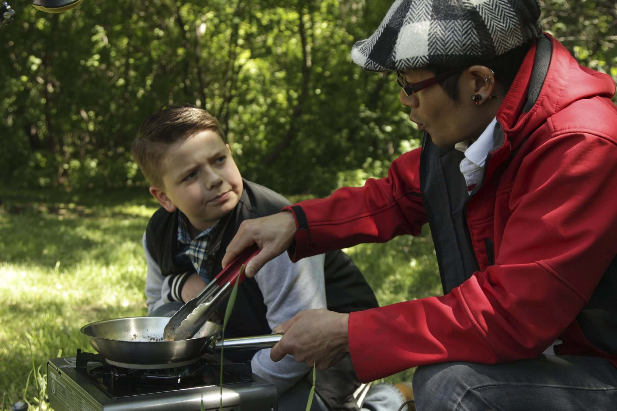 Xander joins chef Cam Tran of Winnipeg&rsquo;s Caf&#233; ce Soir for a cookout.</p></p>