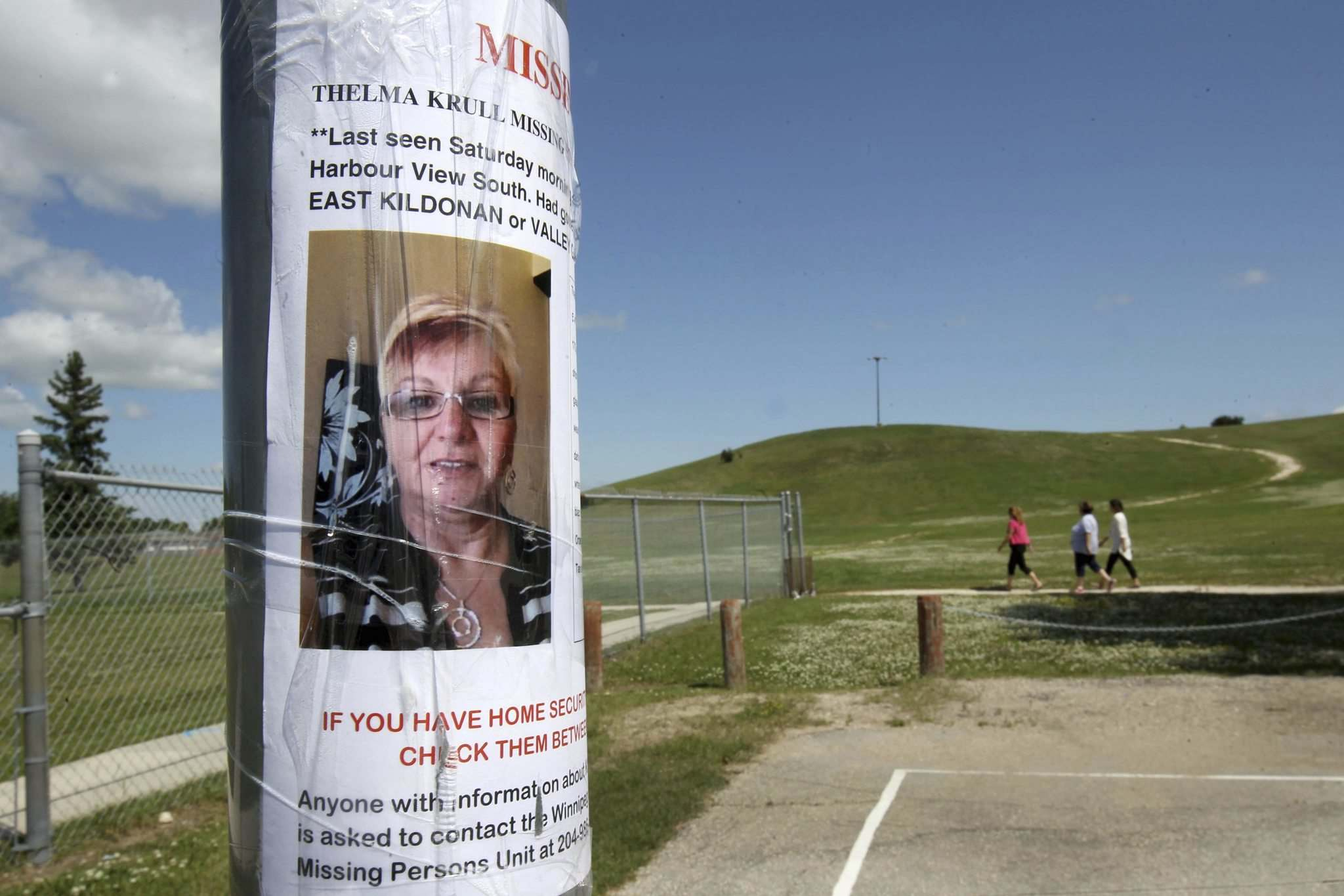 JOE BRYKSA / WINNIPEG FREE PRESS FILES</p><p>A missing-person poster is taped to a pole near Kildonan East High School in the area where Thelma Krull was last seen on July 11, 2015.</p>