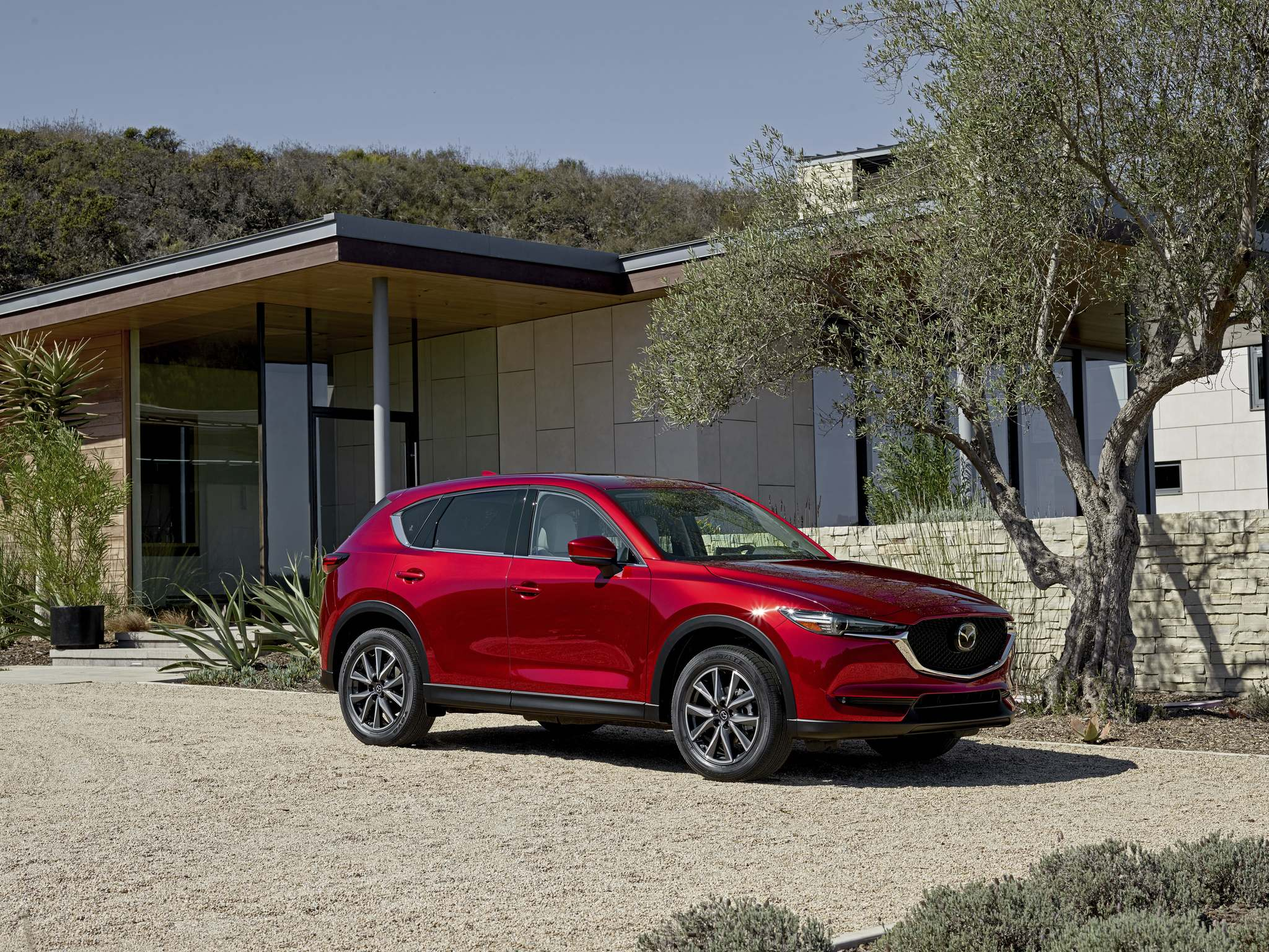 The 2017 Mazda CX-5 with its forward-leaning grille and linear design of the LED lights brings a new level of class and enjoyment.