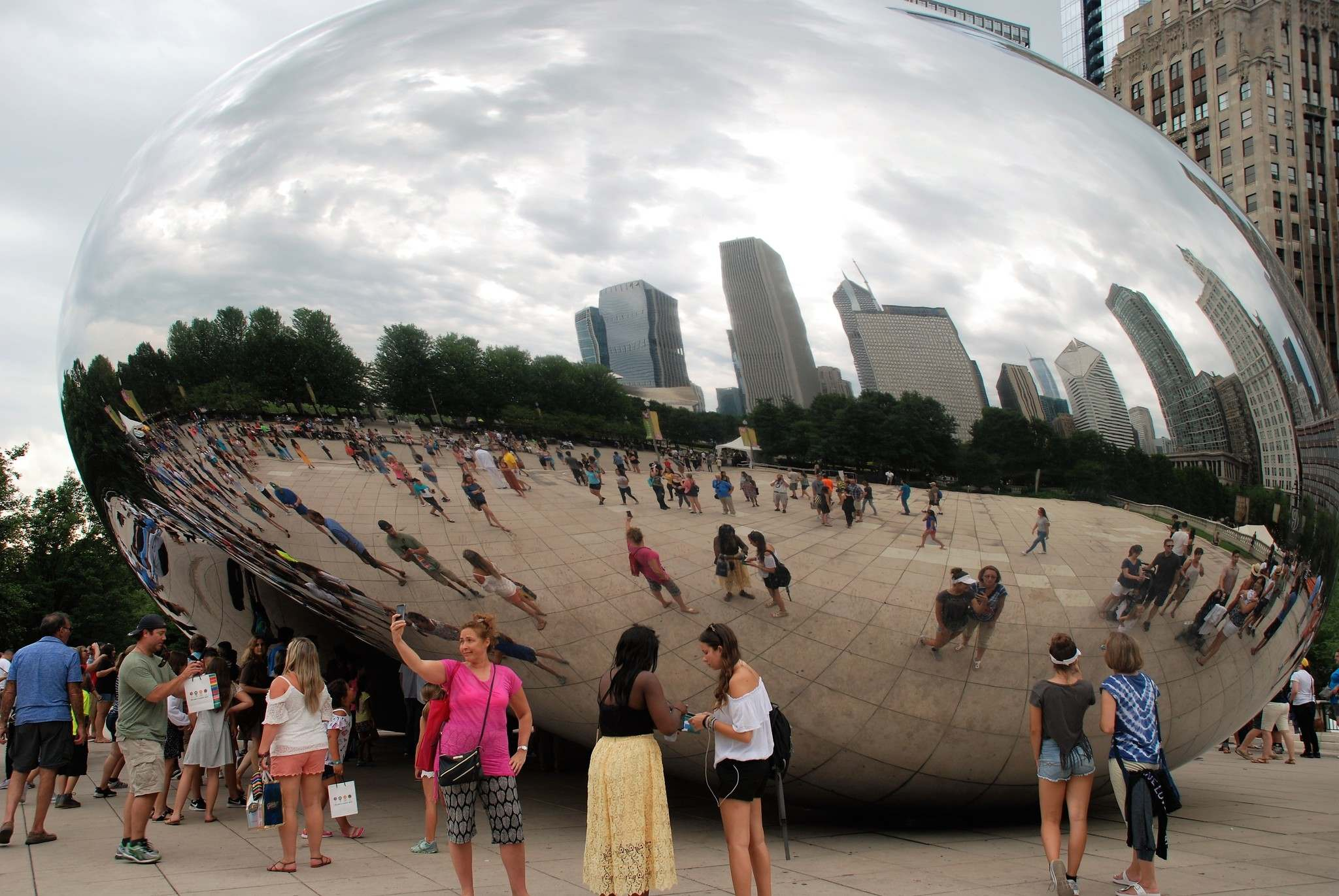 Ron Pradinuk / Winnipeg Free Press</p><p>Many who visit the third-largest city in the United States, Chicago, visit Millennium Park to get their photo taken beside &#8216;the bean&rsquo;.</p>