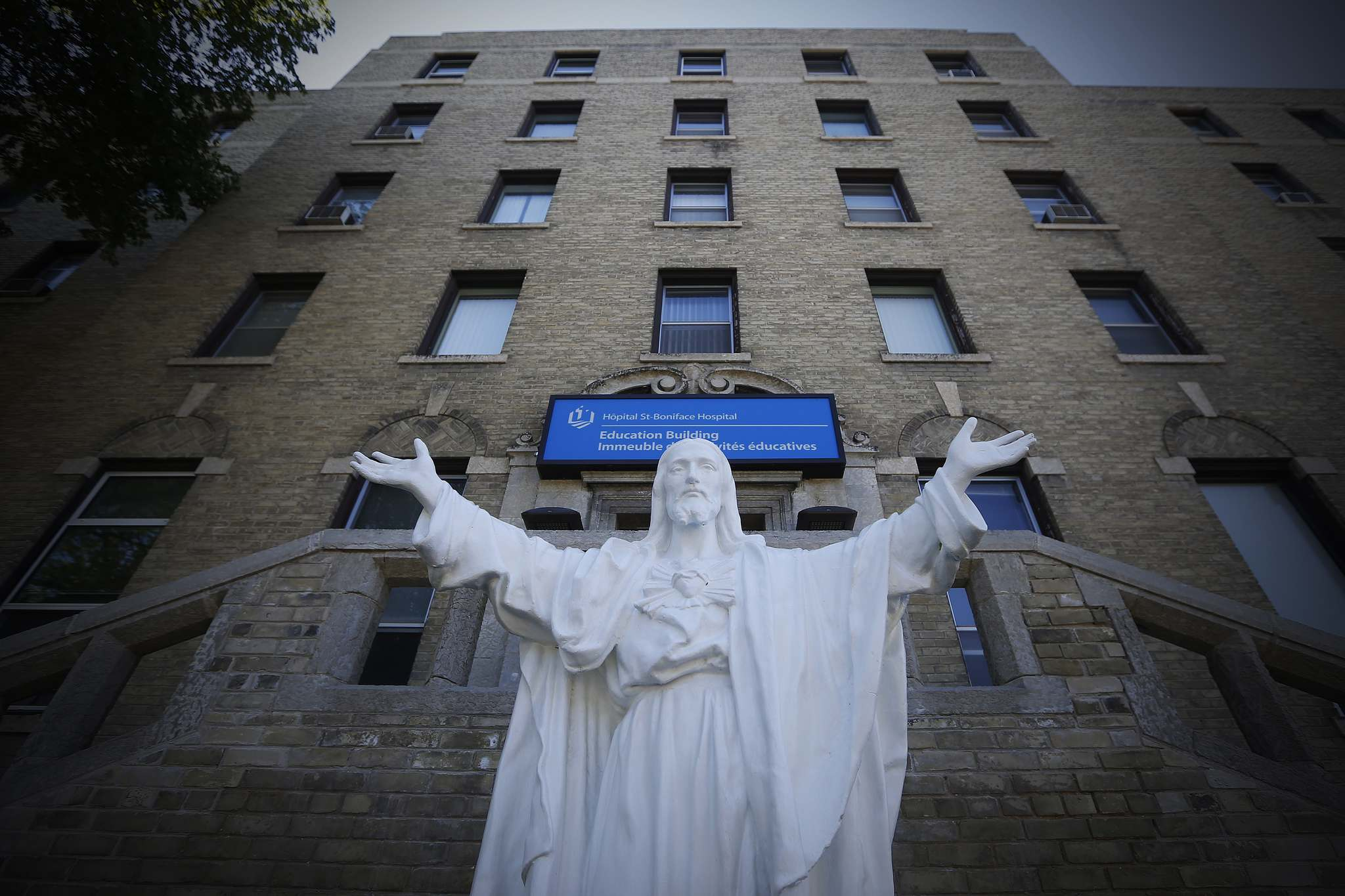 JOHN WOODS / WINNIPEG FREE PRESS FILES</p><p>The Winnipeg Regional Health Authority is seeking a consultant to report back this fall with a detailed plan for a renovation of the St. Boniface Hospital.</p>