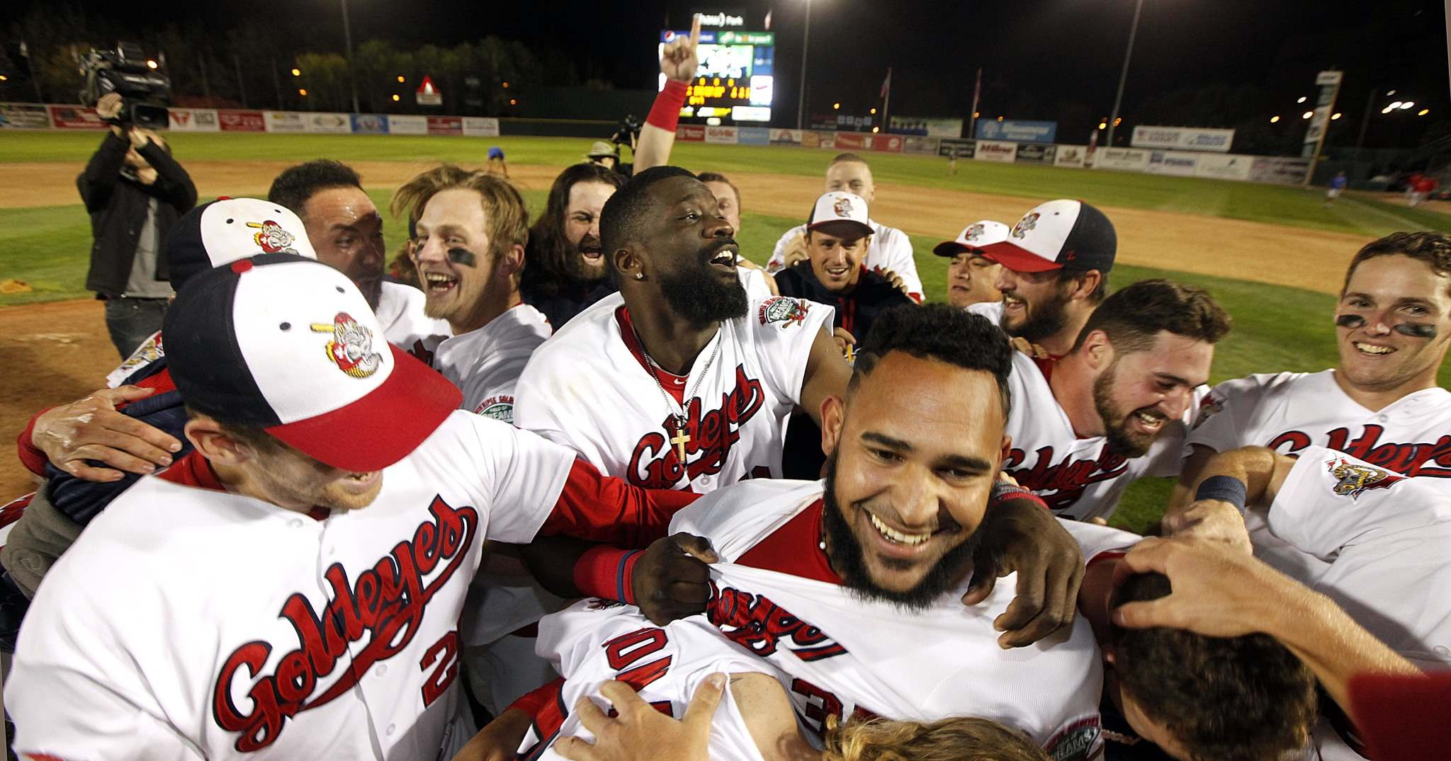 Winnipeg Goldeyes celbrate after taking the American Association Championship over the Wichita Wingnuts Wednesday evening.</p>