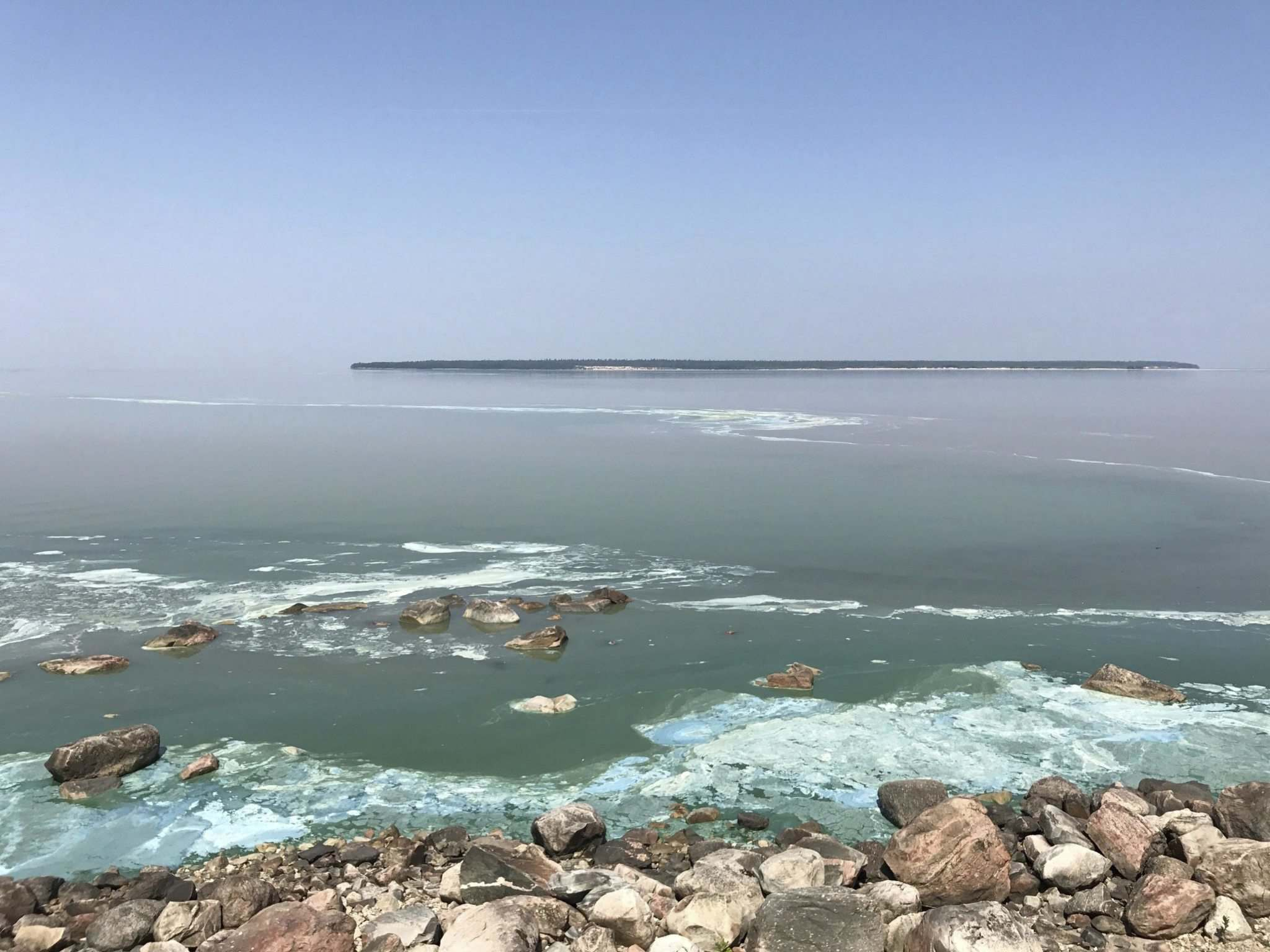 KRISTIE PEARSON PHOTO</p><p>Algae blooms in Lake Winnipeg at Victoria Beach in July. Federal funding will be used to improve the water quality of the lake.</p>