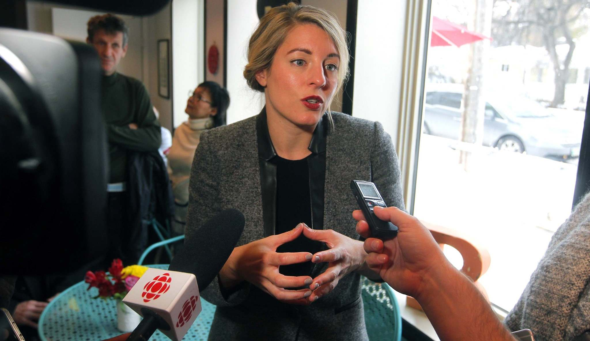 BORIS MINKEVICH / WINNIPEG FREE PRESS</p><p>The Honourable Mélanie Joly, Minister of Canadian Heritage talks to media at La Belle Baguette about the new small business tax cut.</p>