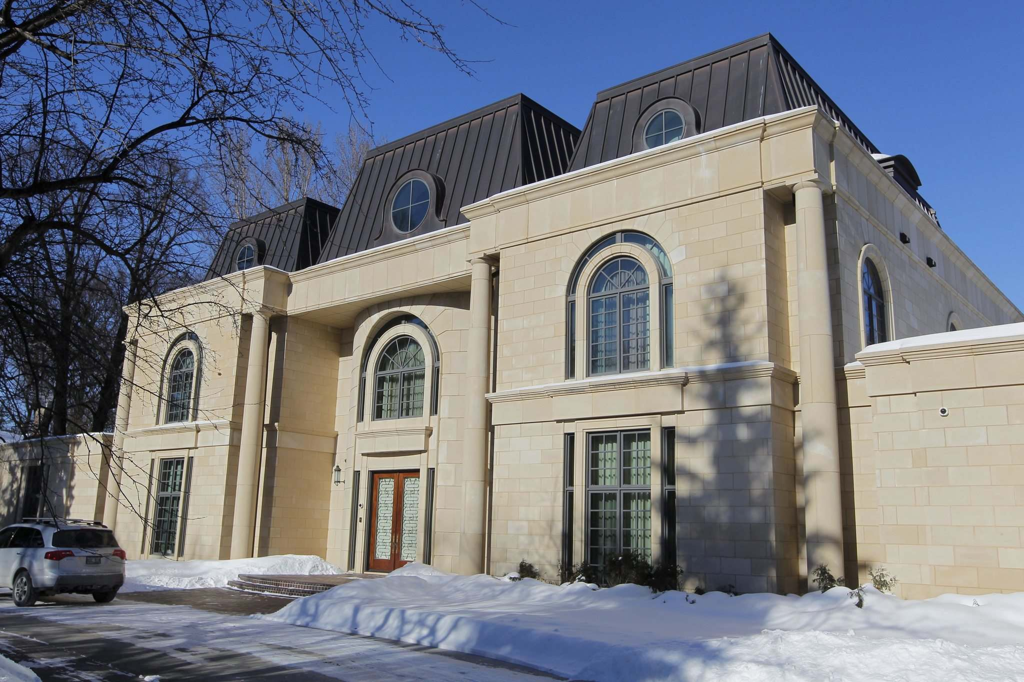 BORIS MINKEVICH / WINNIPEG FREE PRESS FILES</p><p>Feeling flush? This 18,000-square-foot mansion on Wellington Crescent can be yours for a cool $11 million.</p>