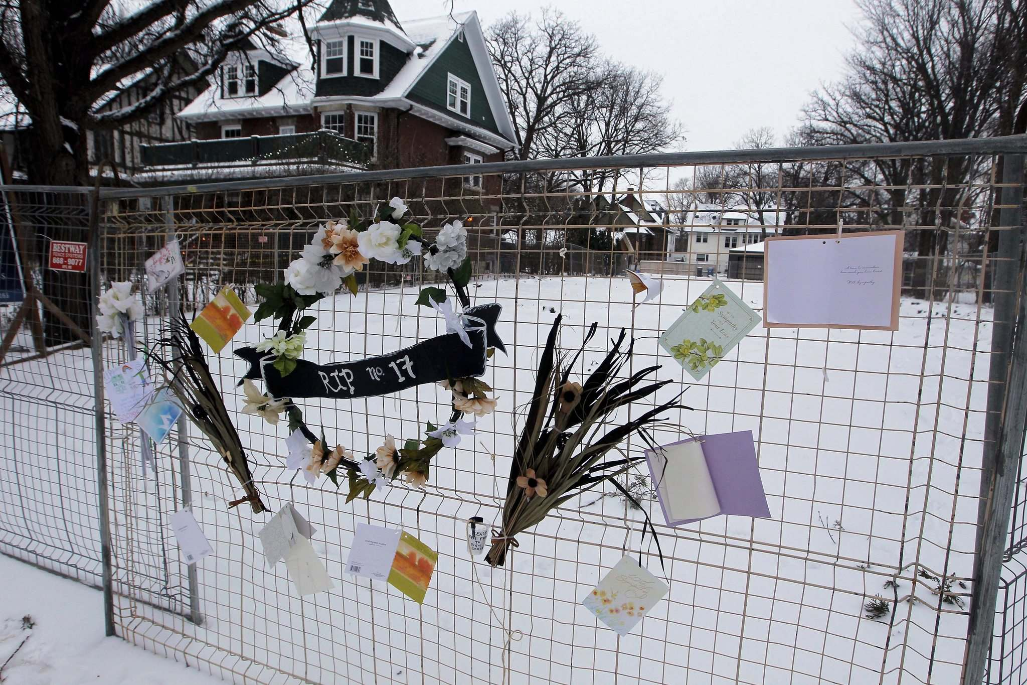 BORIS MINKEVICH / WINNIPEG FREE PRESS</p><p>A memorial set up by upset residents after the home at 17 Harvard St. was demolished.</p>