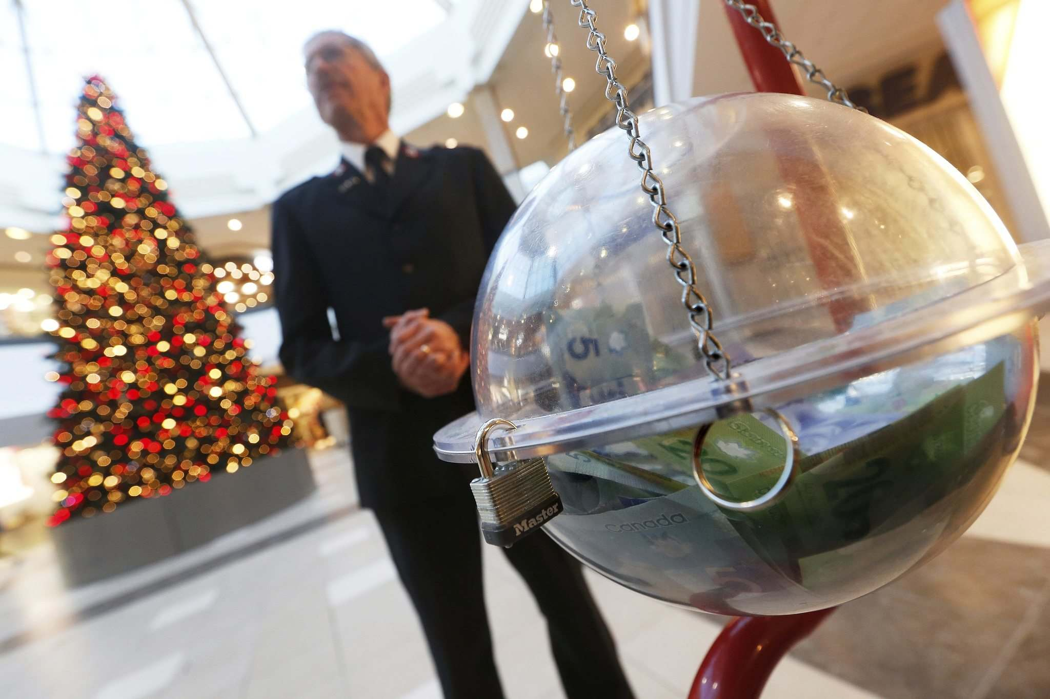 JOHN WOODS / WINNIPEG FREE PRESS</p><p>Salvation Army volunteer Roy Dueck stands with a donation kettle at Polo Park shopping centre Tuesday. The charitable organization is reporting a big drop in cash donations this year.</p>