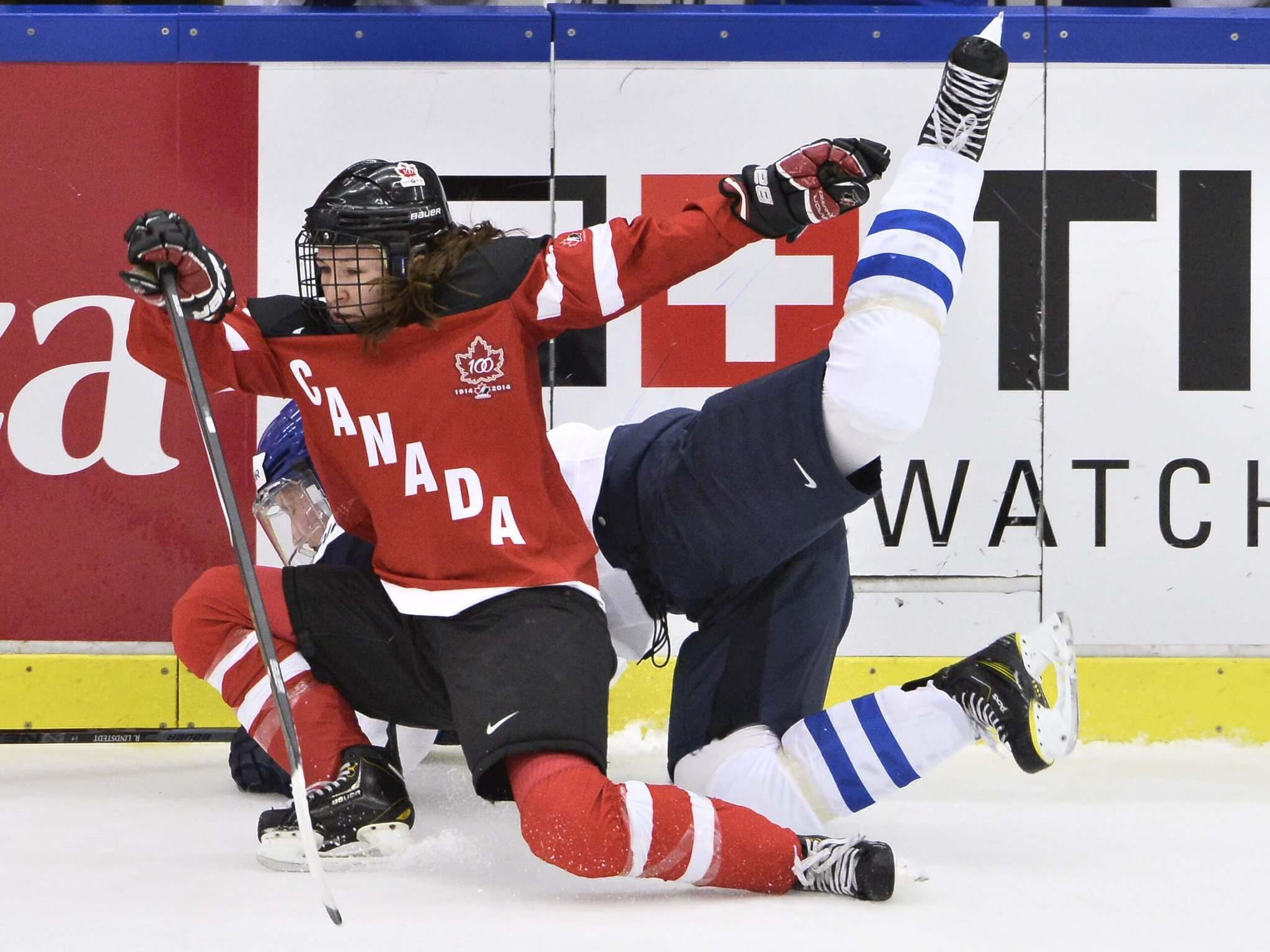 Finland&#39;s Rosa Lindstedt, rear, collides with Canada&#39;s Jocelyne Larocque during their 2015 IIHF Women&#39;s Hockey World Championship group A match between Canada and Finland at Malmo Isstadion in Malmo, southern Sweden in 2015. (AP Photo / Claudio Bresciani, TT) </p>