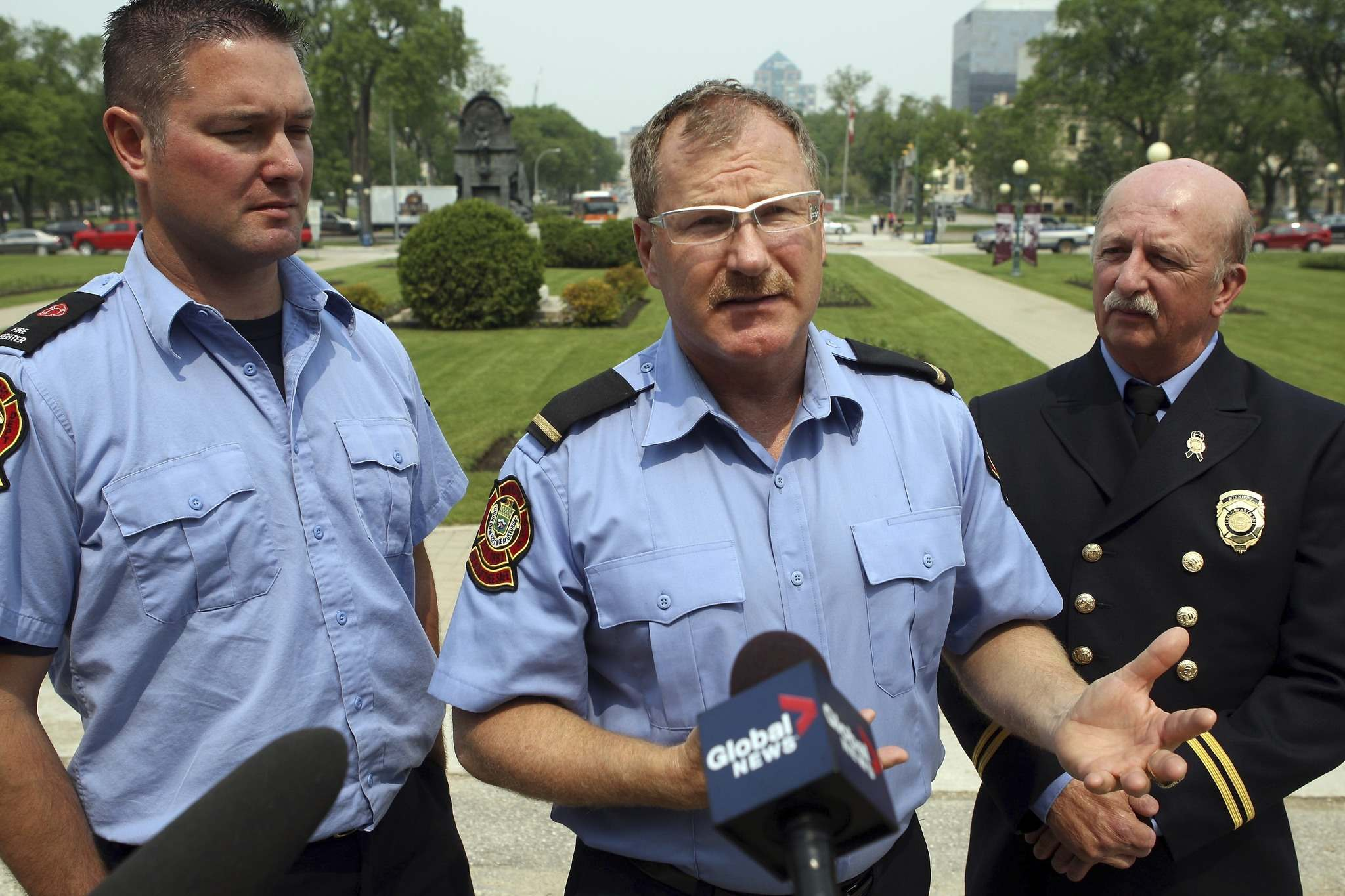 BORIS MINKEVICH/WINNIPEG FREE PRESS FILES</p><p>The City of Winnipeg has paid firefighter union president Alex Forrest (centre) $1.2 million over a 17-year period.</p>