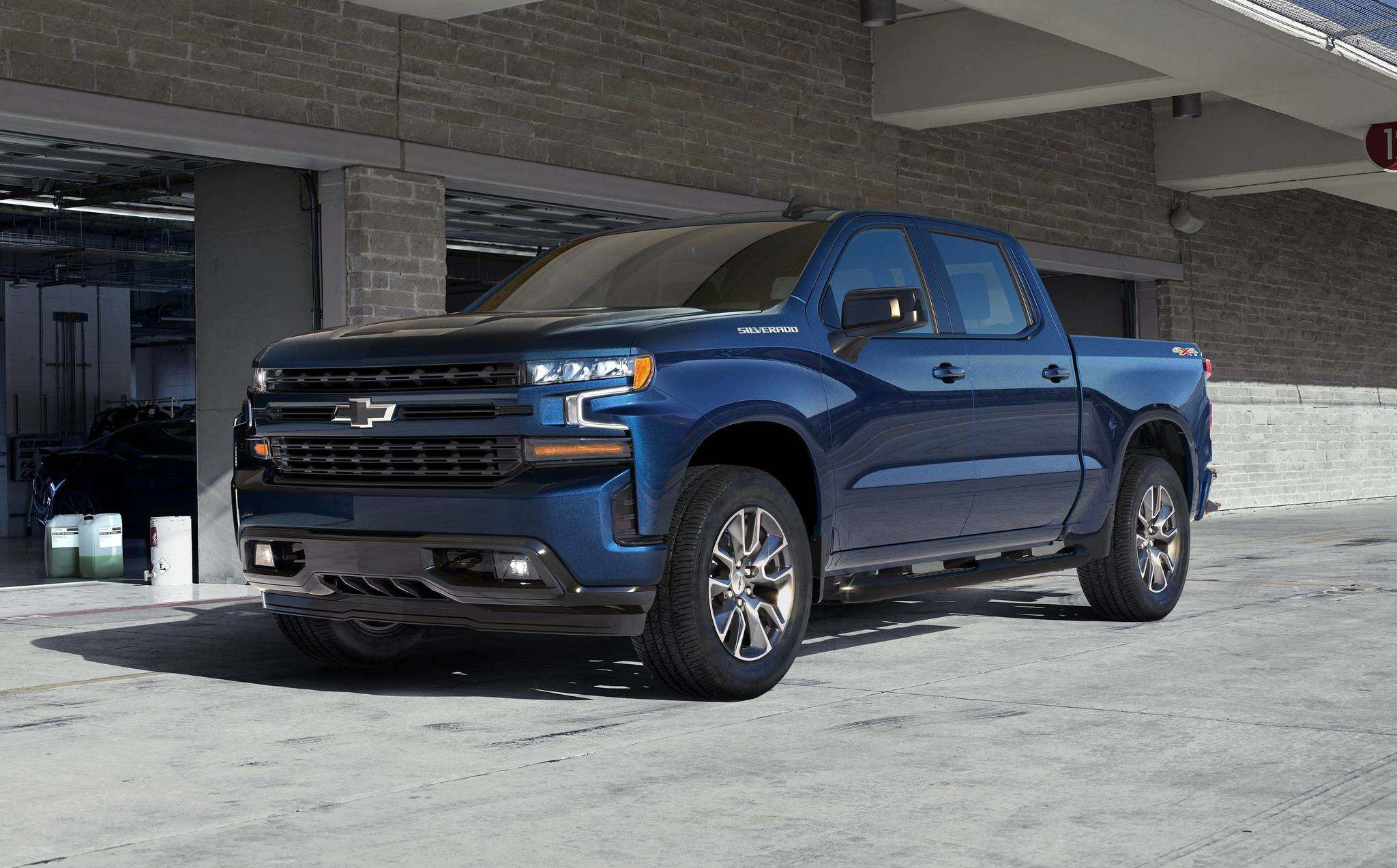 The 2019 Silverado 1500 has been totally redesigned, with rounded wheel wells, a taller front grille and a more aggressive overall appearance. It also weighs 450 pounds less than the 2018 model.