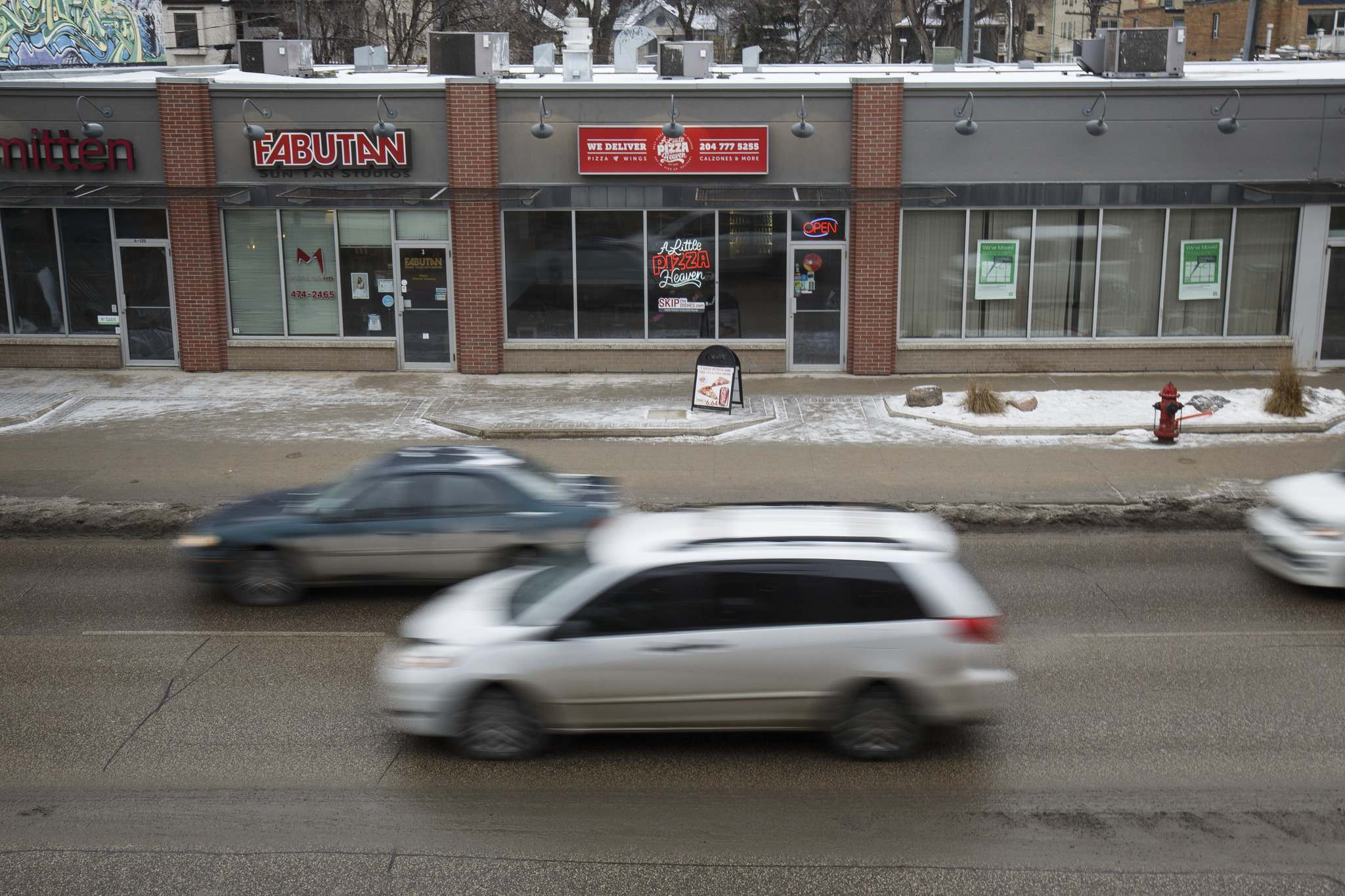 MIKE DEAL / WINNIPEG FREE PRESS<p>A Little Pizza Heaven pizza place in Osborne Village at 120 Osborne Street.</p>