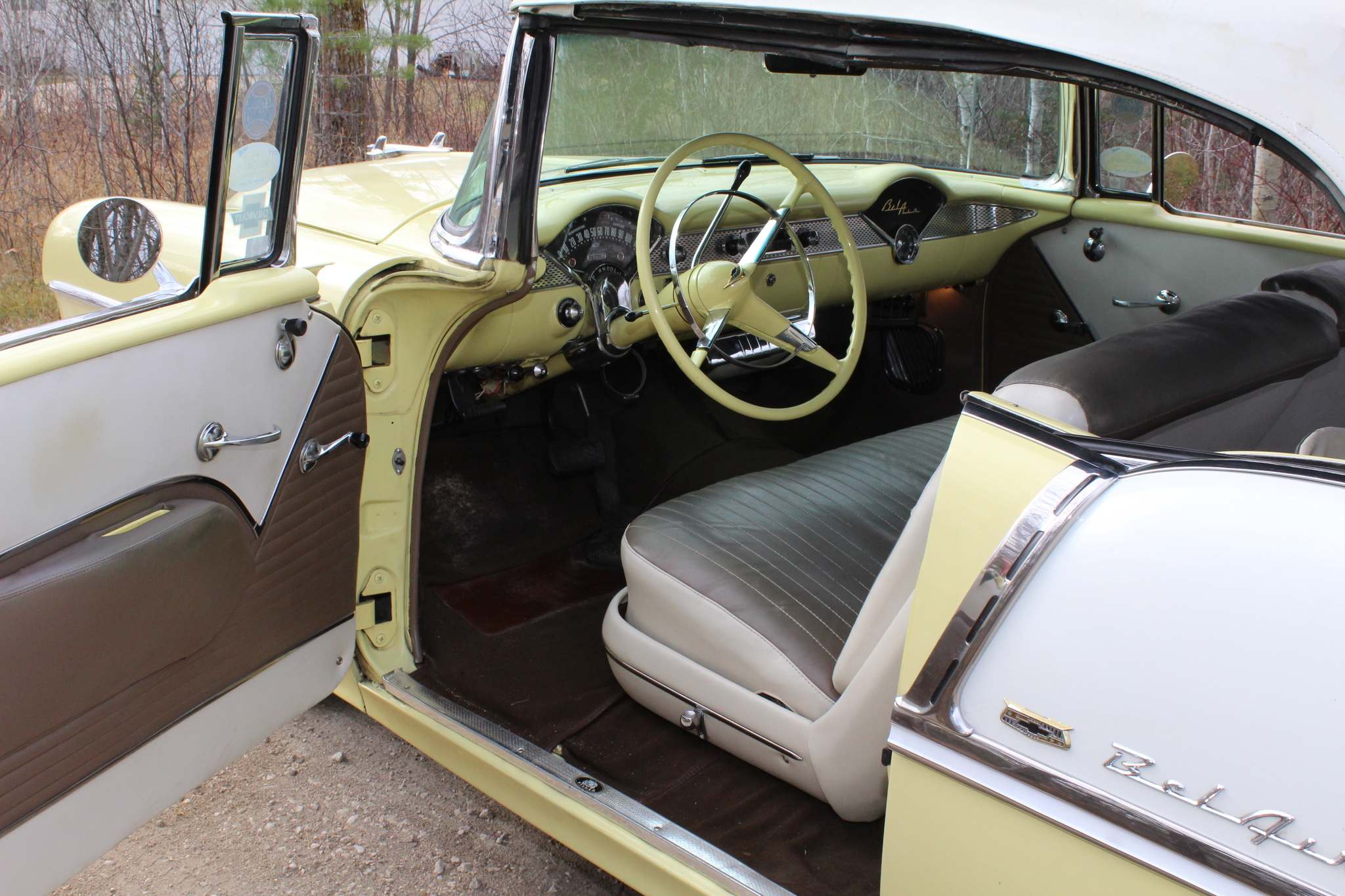 Larry D'Argis / Winnipeg Free PressThe interior of the 1955 Bel Air convertible was finished with a beige and ivory simulated-leather upholstery kit and white convertible top.
