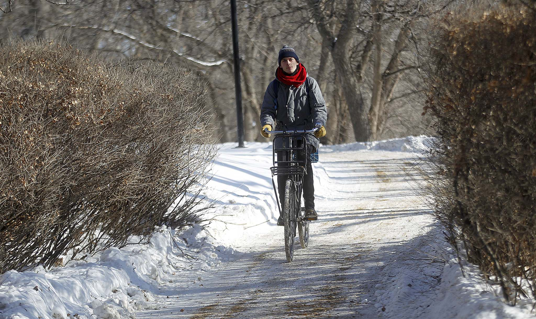Phil Hossack / Winnipeg Free Press</p><p>Dan Reihl cycles through downtown on a classic reclaimed Dutch Cycle Wednesday. He is co-ordinating the sixth-annual Winter Bike to Work Day Friday in Winnipeg.</p></p>