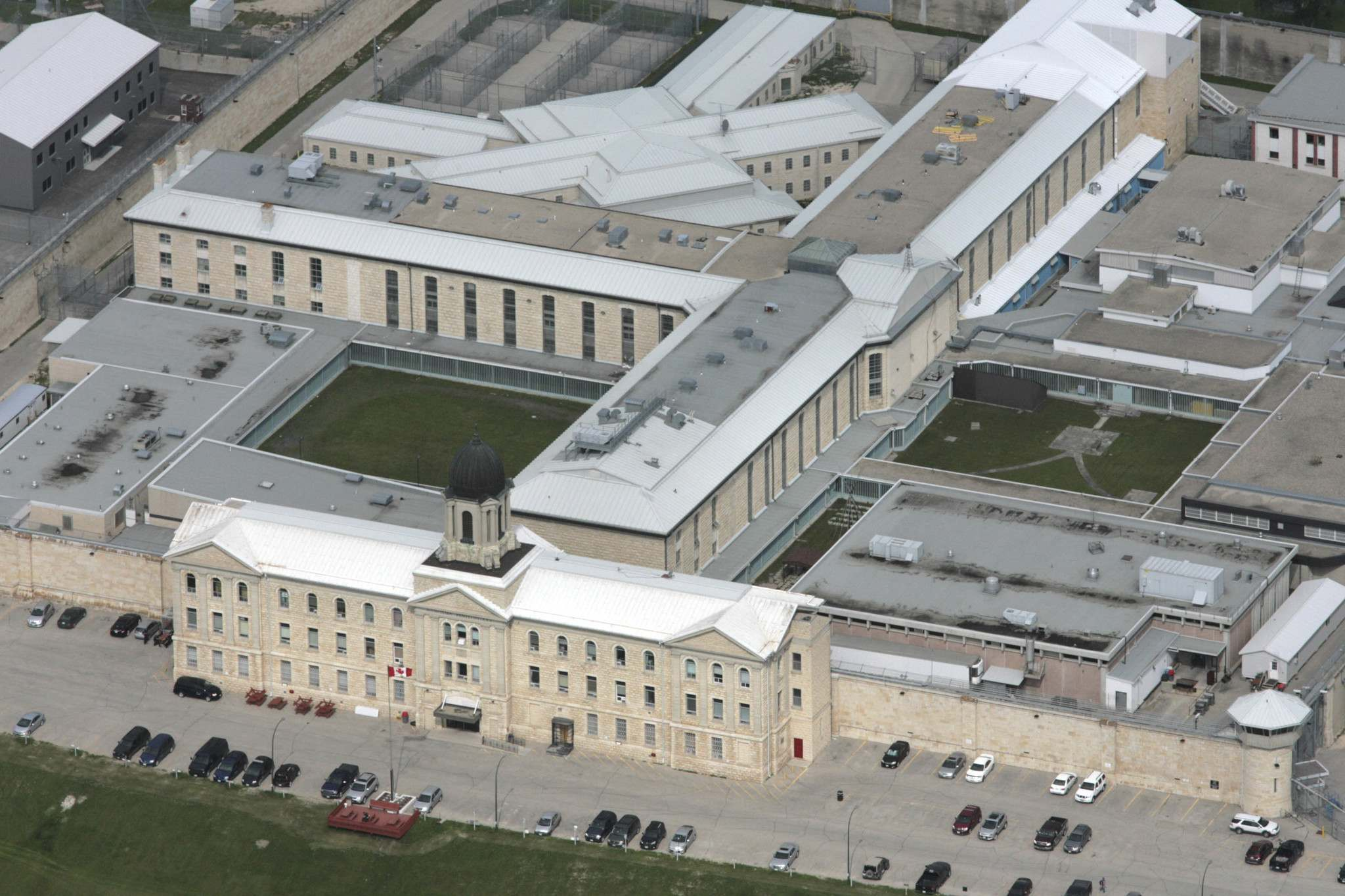 Ruth Bonneville / Winnipeg Free Press Files</p><p>Ernest DeWolfe and Raymond Cormier met while they were both serving time and working as cleaners at Stony Mountain Institution about six years ago.</p></p>