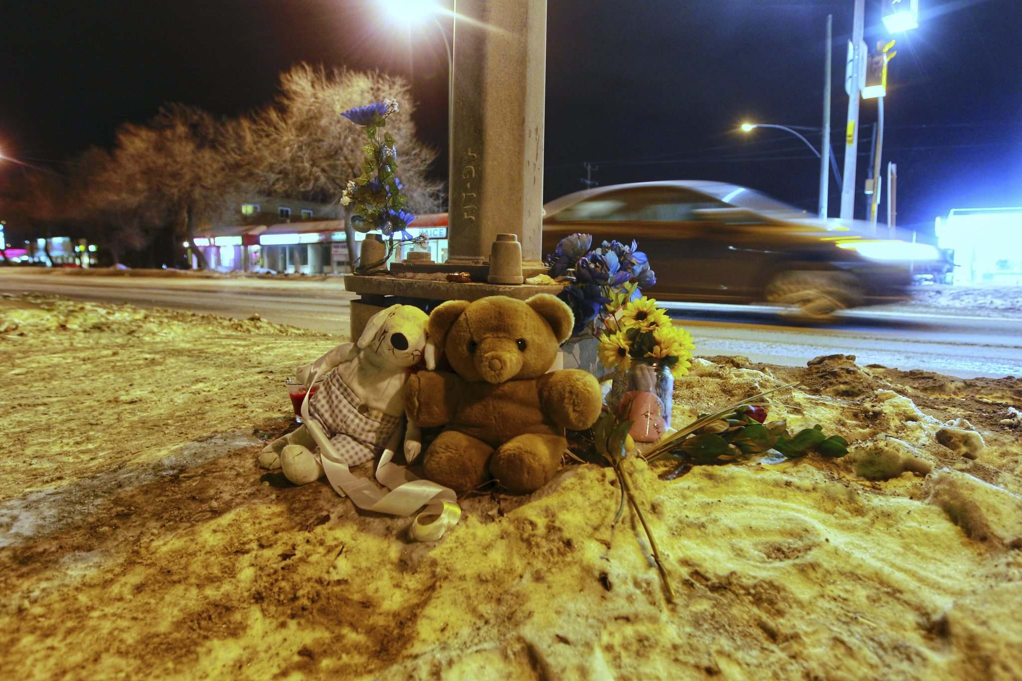 BORIS MINKEVICH / WINNIPEG FREE PRESS</p><p>Memorial at scene of deadly collision.</p>