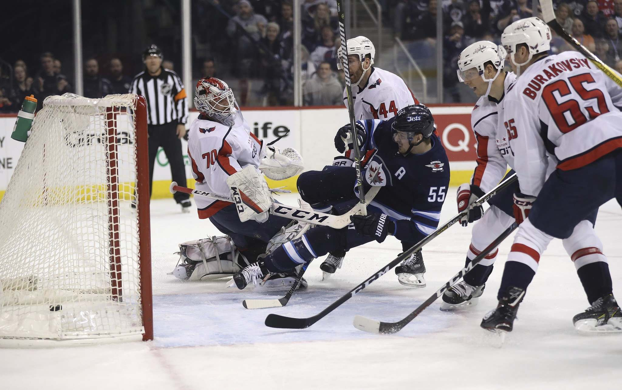 THE CANADIAN PRESS/Trevor Hagan</p><p>Winnipeg Jets&#39; Mark Scheifele scores on Washington Capitals&#39; goaltender Braden Holtby during the first period, Tuesday.</p>