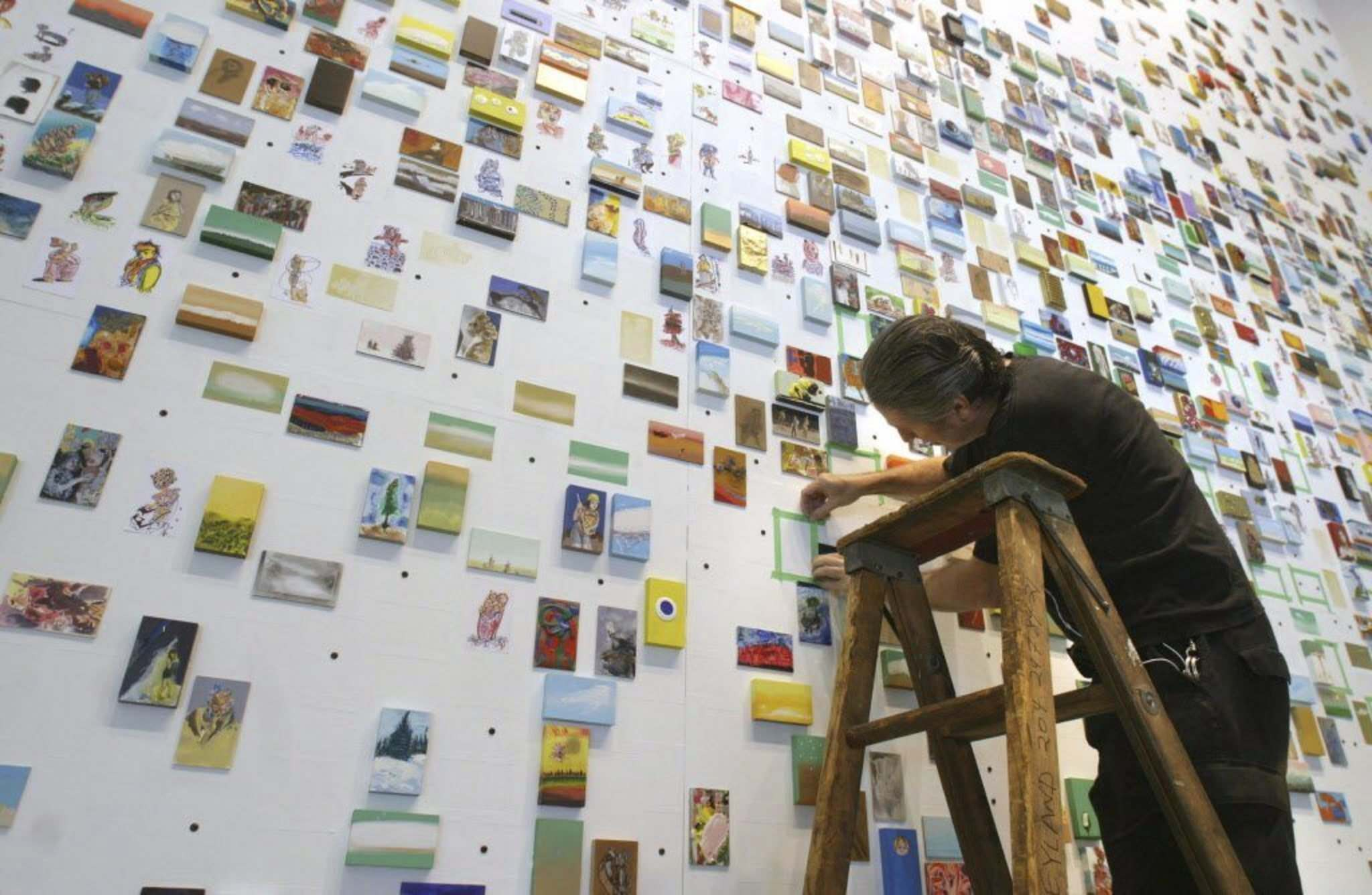 MIKE APORIUS / WINNIPEG FREE PRESS files</p><p>Winnipeg artist and curator Cliff Eyland, setting up his installation at the Millennium Library in 2006: &#8216;Artists will become sneakier hypocrites.&rsquo;</p></p>