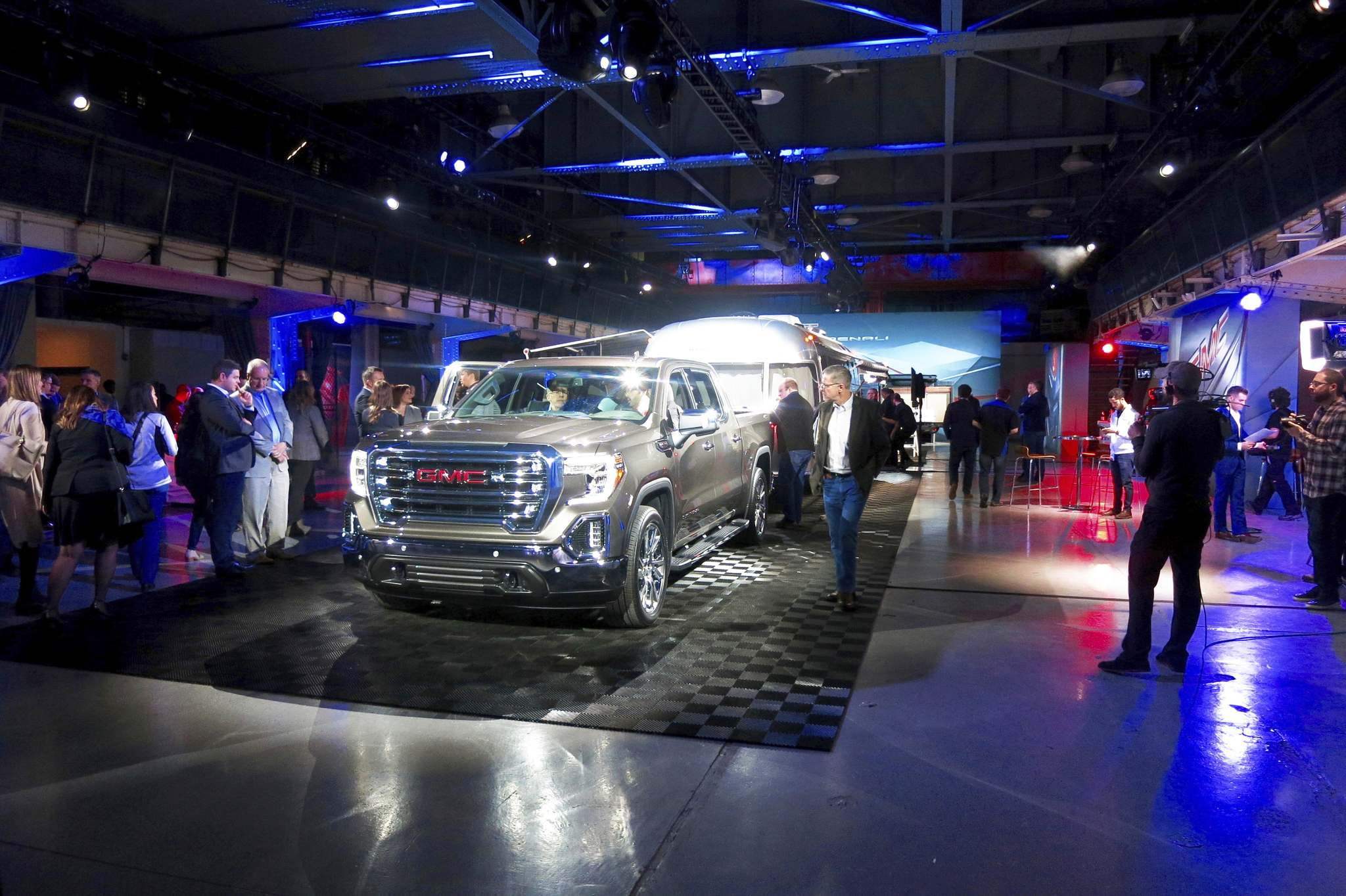 Kelly Taylor / Winnipeg Free Press filesAn available 6.2-litre V-8 and 10-speed transmission ensures pulling a trailer with the GMC Sierra will be no problem, and a hitch-view camera makes hooking up to your trailer a breeze.