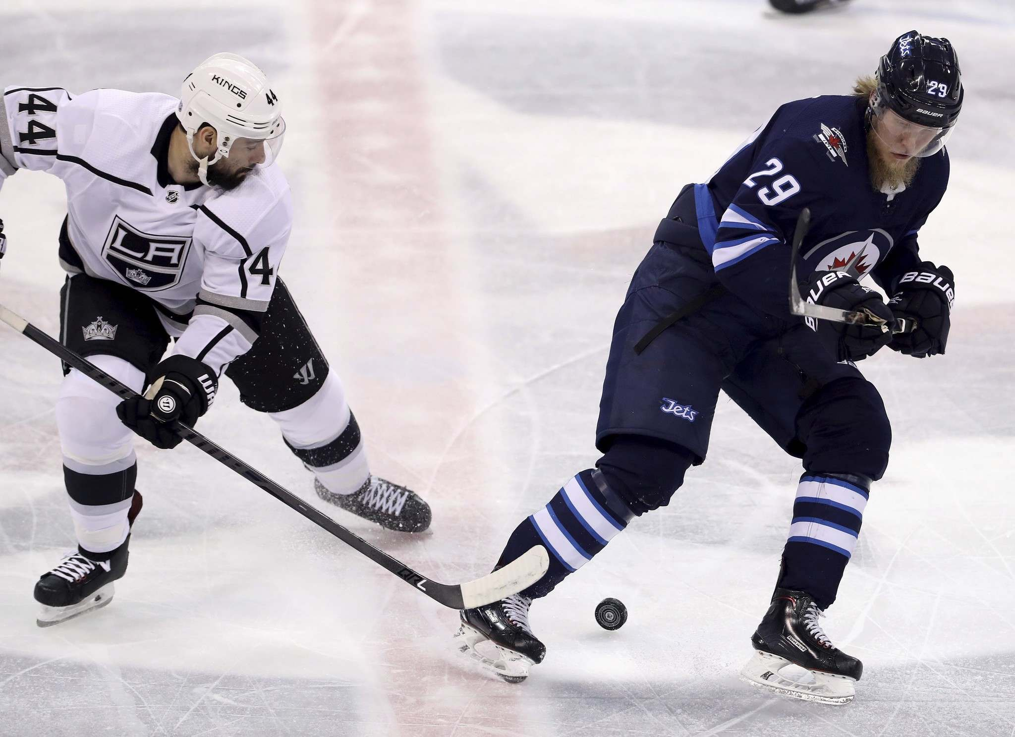 Connor scores both goals to lead Jets to overtime win over Kings