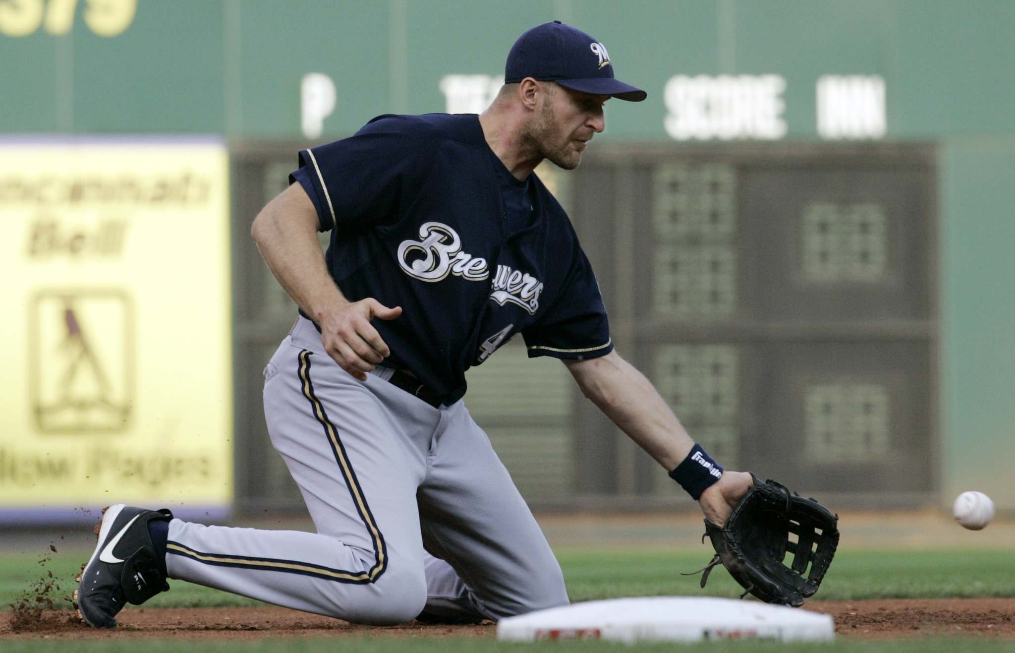 Koskie played with the Milwaukee Brewers in 2006 before suffering a concussion which effectively ended his career. (Al Behrman / Associated Press files)</p>