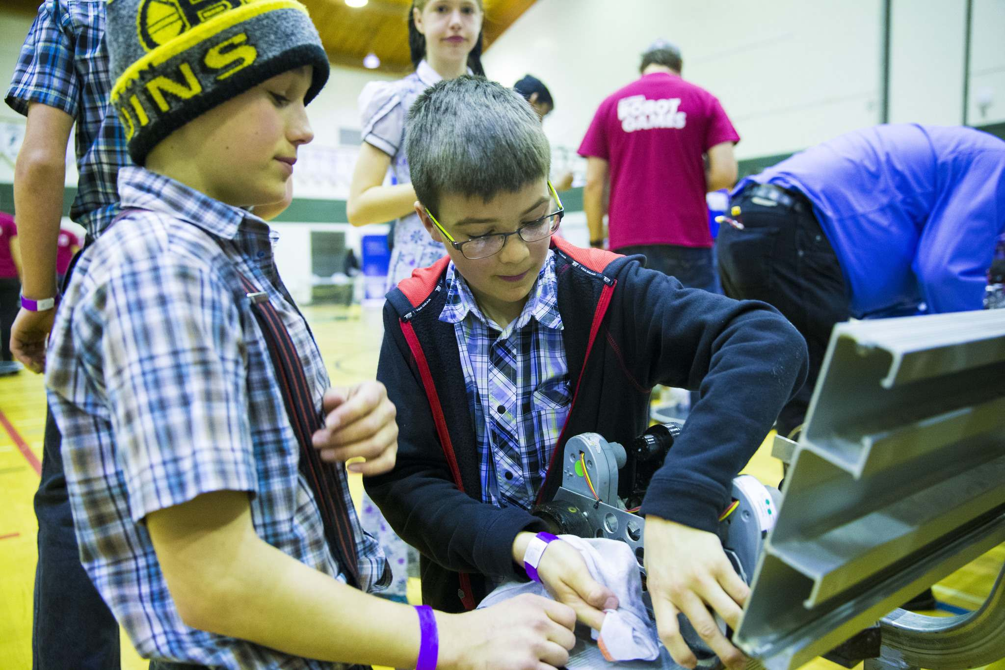 PHOTOS BY MIKAELA MACKENZIE / WINNIPEG FREE PRESS</p><p>Luke Baer (right), 11, and Judah Kleinsasser, 13, clean a robot before competing with it at the annual Manitoba Robot Games at the Technical Vocational High School in Winnipeg on Saturday, March 24, 2018.</p>