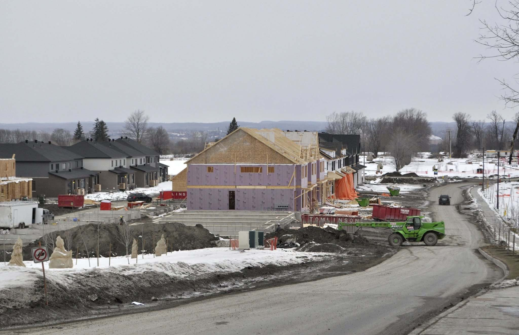 Houses are going up fast in Wateridge, which is a 16-minute drive from Parliament Hill.</p>