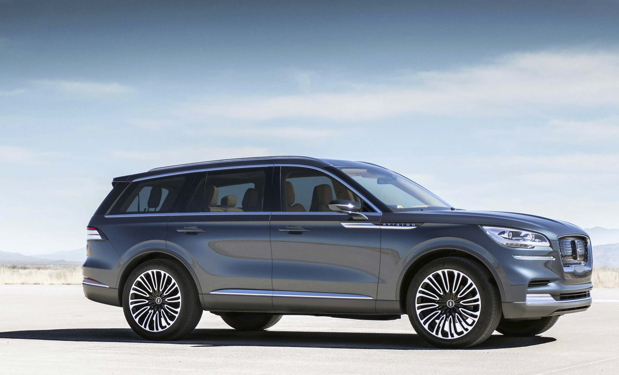 LincolnThe 2019 Lincoln Aviator will allow owners to unlock the doors and start the vehicle from their smartphone.