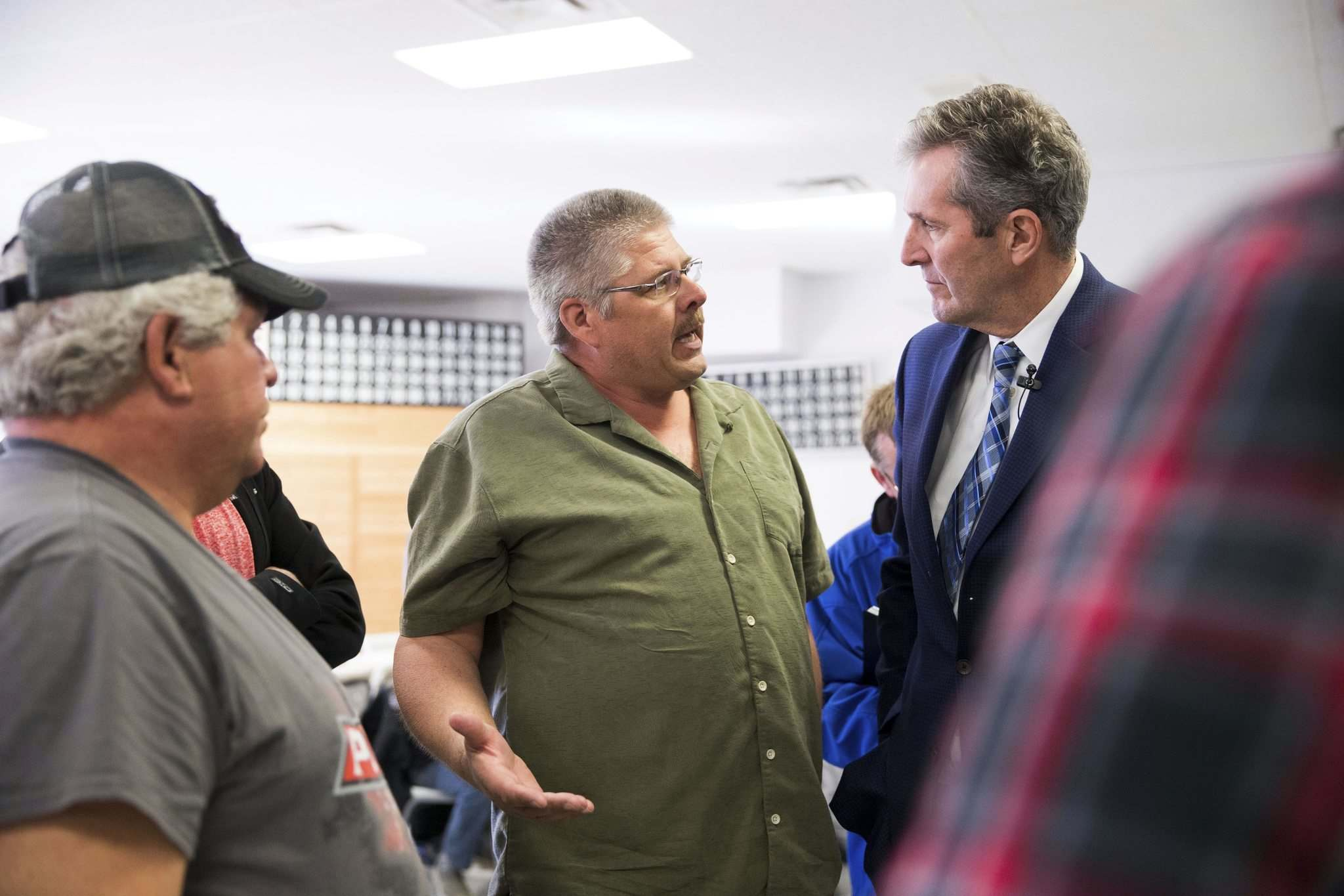 MIKAELA MACKENZIE / WINNIPEG FREE PRESS</p><p>Dan Meisner talks to Premier Brian Pallister a town hall on the proposed Lake Manitoba outlet in St. Laurent, Manitoba on Monday.</p>