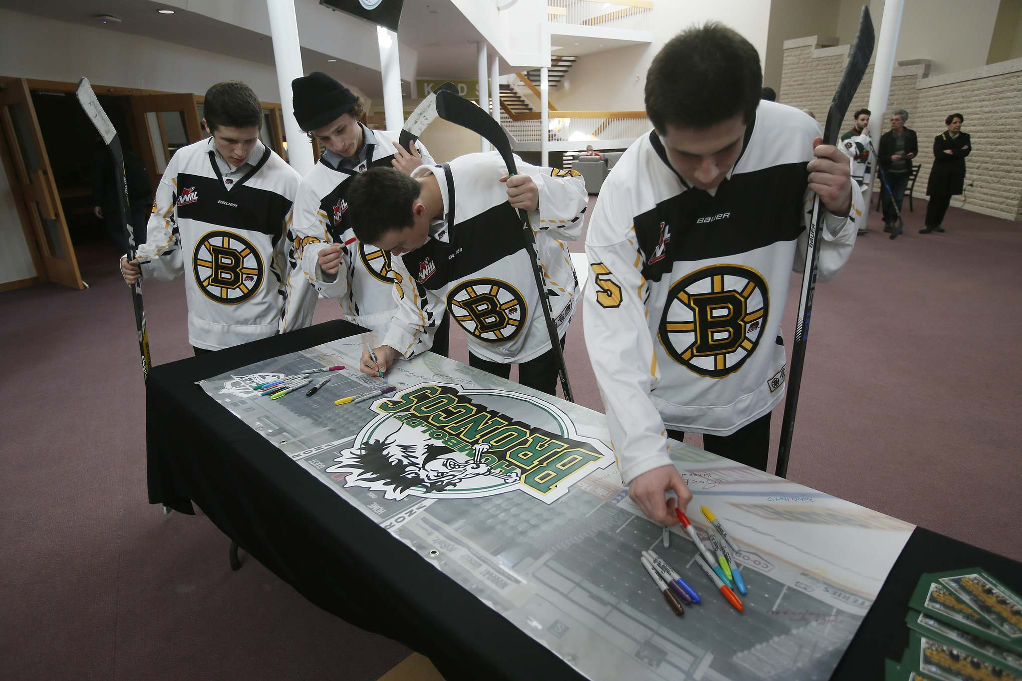 JOHN WOODS / WINNIPEG FREE PRESS</p><p>Players sign a banner at a Manitoba Hockey vigil for the Humboldt Broncos at My Church in Winnipeg Monday.</p>
