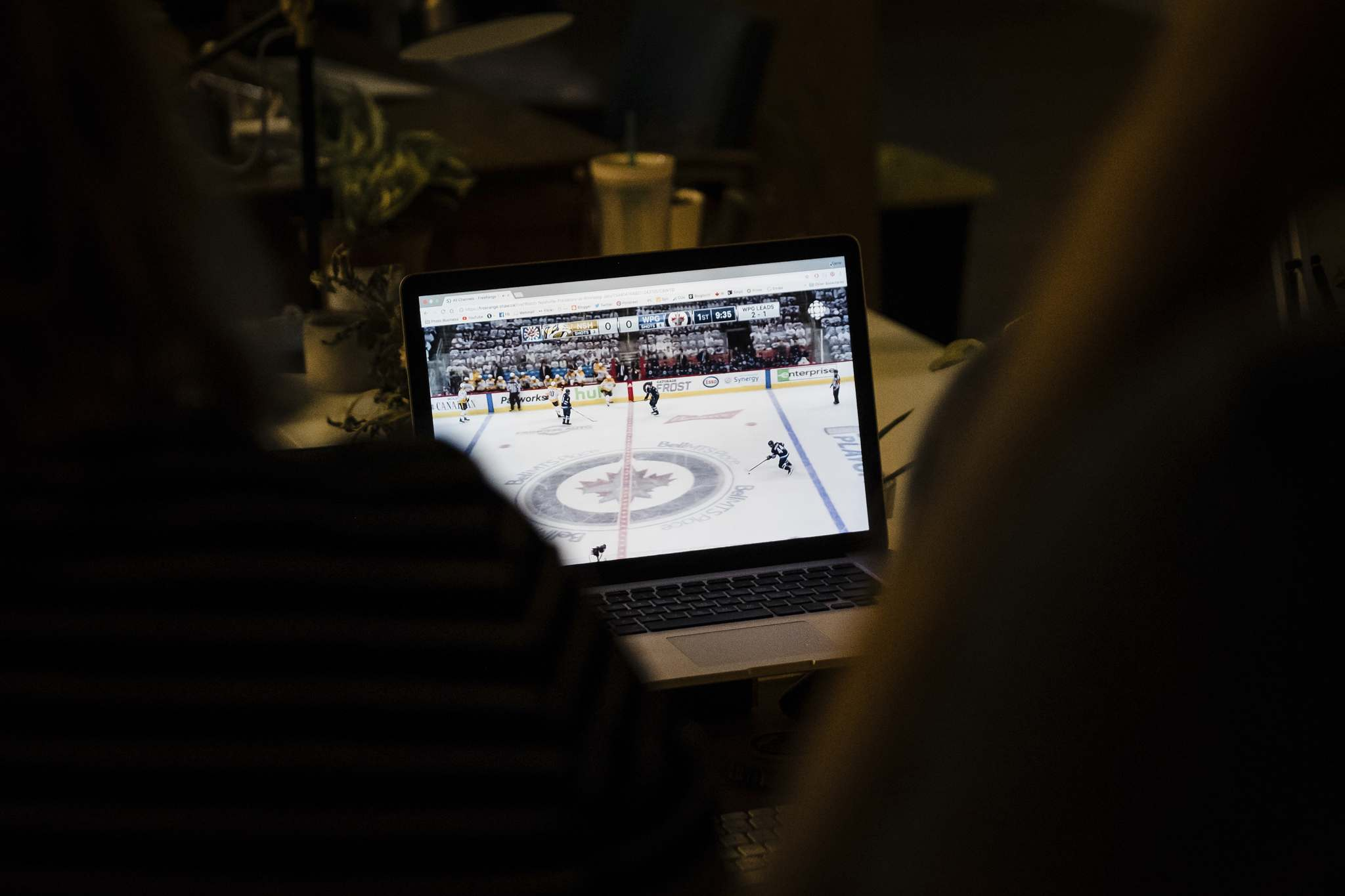 Daniel Crump / Winnipeg Free Press</p><p>Carrie Unger and studio mates watch a stream of the Winnipeg Jets vs Nashville game together at their studio. </p>