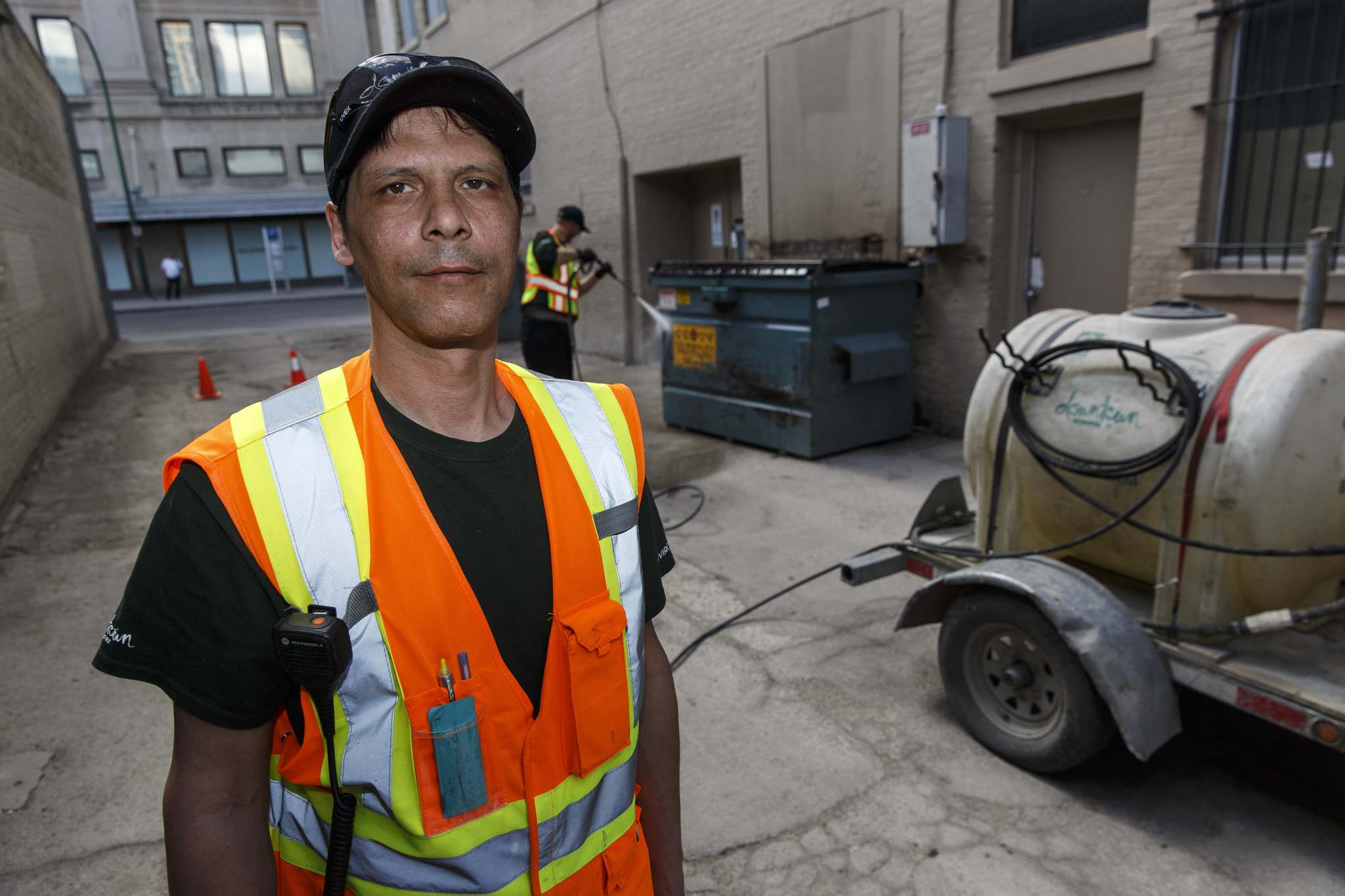 MIKE DEAL / WINNIPEG FREE PRESS</p><p>Supervisor Dennis Rondeau and his crew respond to about 10 clean-up calls daily.</p>
