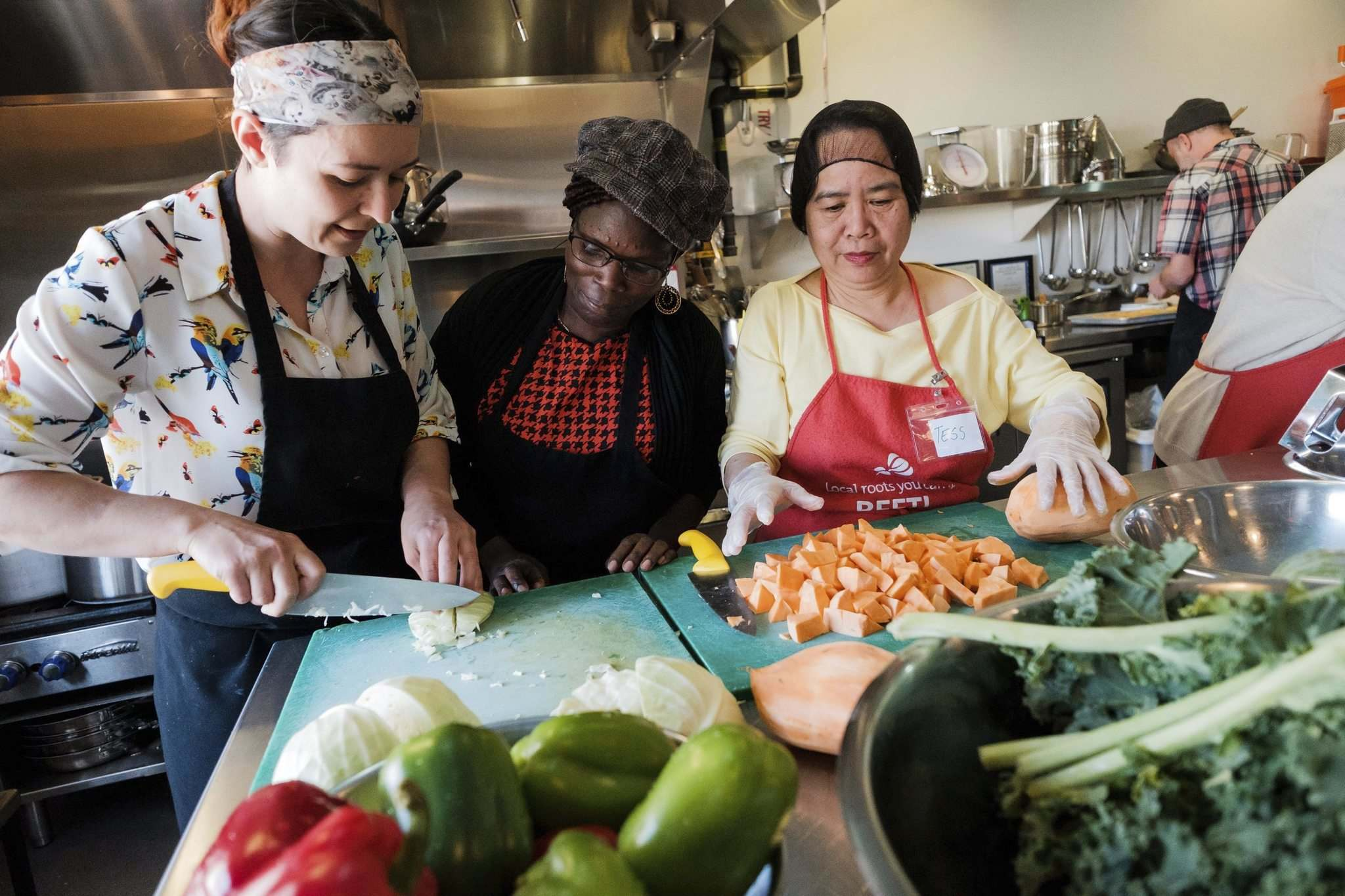 Daniel Crump / Winnipeg Free Press</p><p>Chef Camille Metcalfe (left) prepares vegetables with volunteers, Mary Adang (middle), and Terisita Estoesta (right) at the Norwest Co-op Community Food Centre. </p>