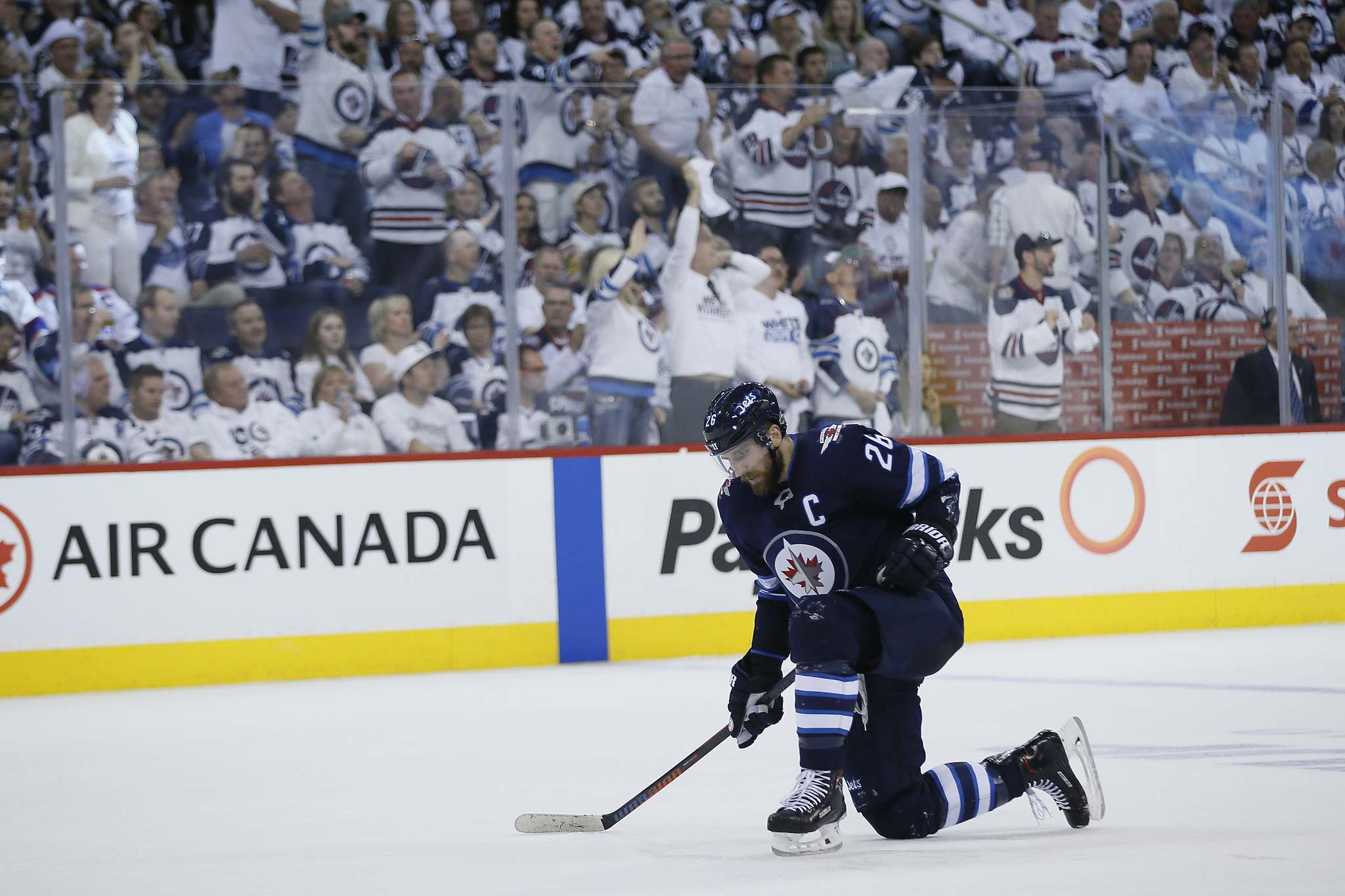 <p>Winnipeg Jets&#39; Blake Wheeler takes knee after getting tripped by Vegas Golden Knights&rsquo; Brayden McNabb during second period of Game 2 Monday.</p>