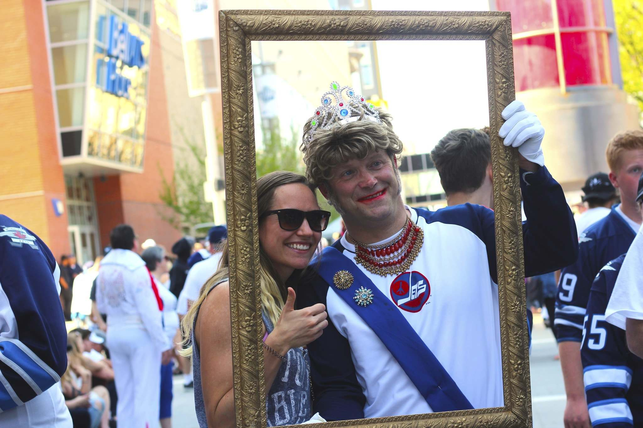 JESSICA BOTELHO-URBANSKI / WINNIPEG FREE PRESS</p><p>Mikaela Kroeker poses with Queen Elizabeth II (also known as Cam Scott) during the Jets' Whiteout street party. </p>